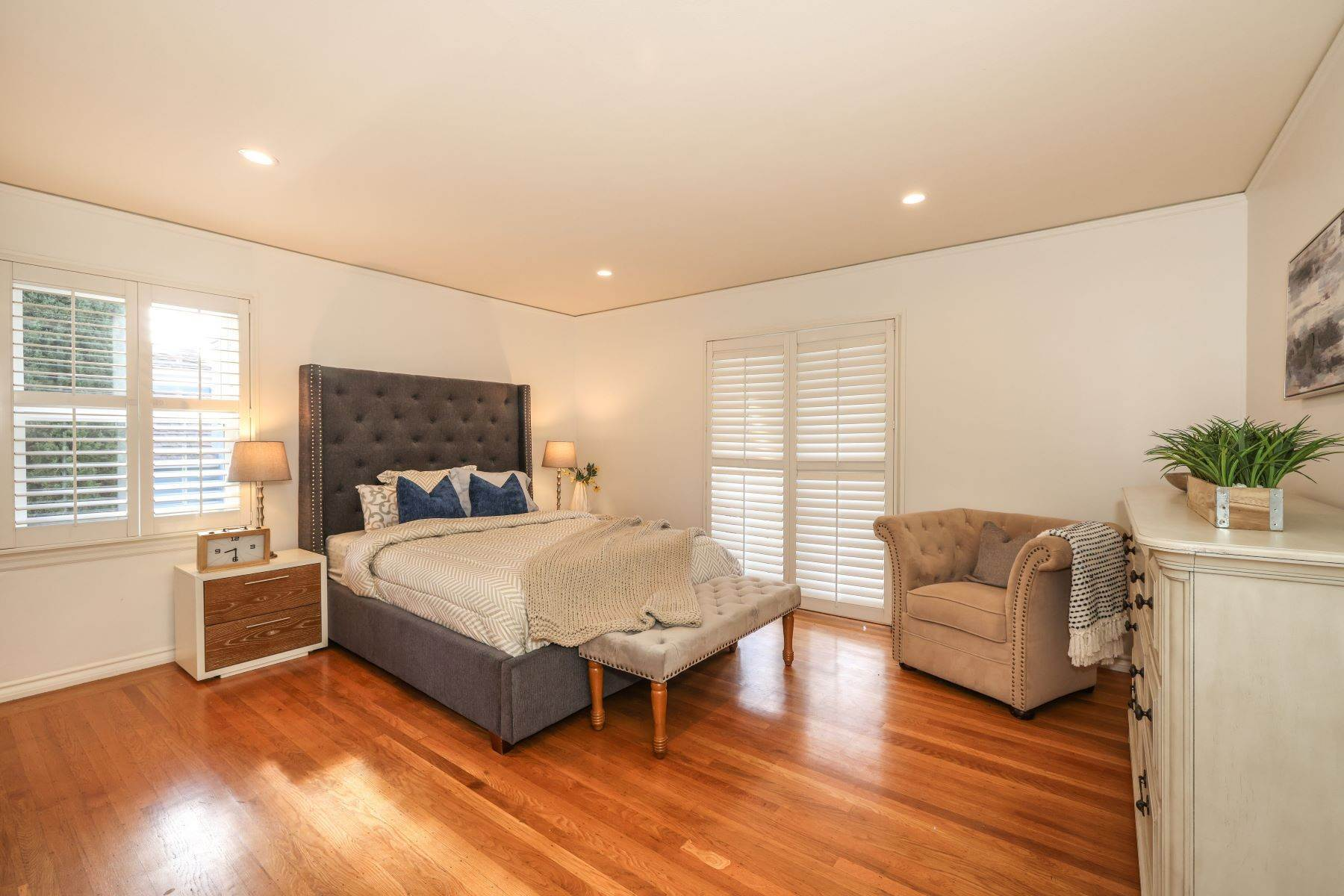 16. Single Family Homes for Sale at Classic Millbrae Highlands Home 220 Laurel Avenue Millbrae, California 94030 United States
