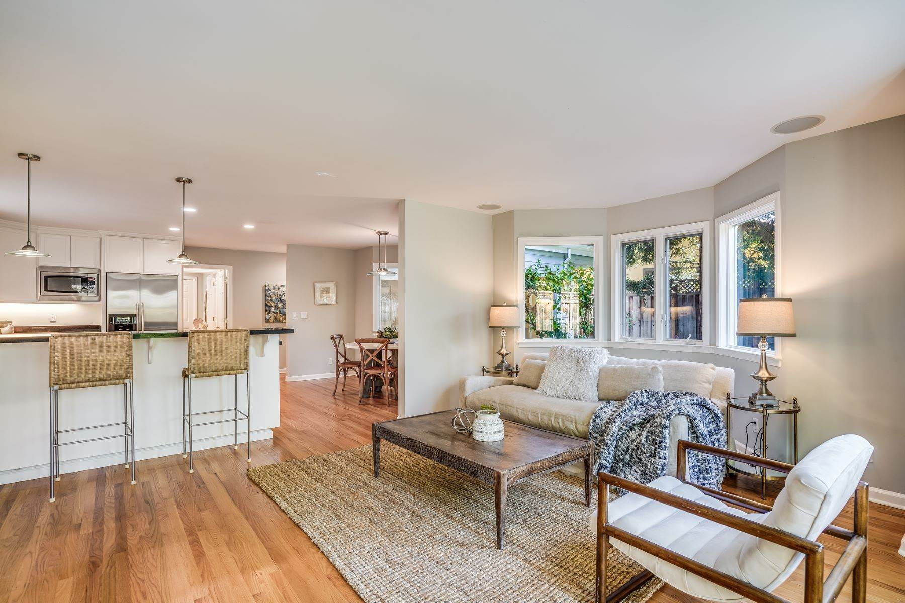21. Single Family Homes for Sale at Comfortable living in Allied Arts, Menlo Park 309 University Drive Menlo Park, California 94025 United States