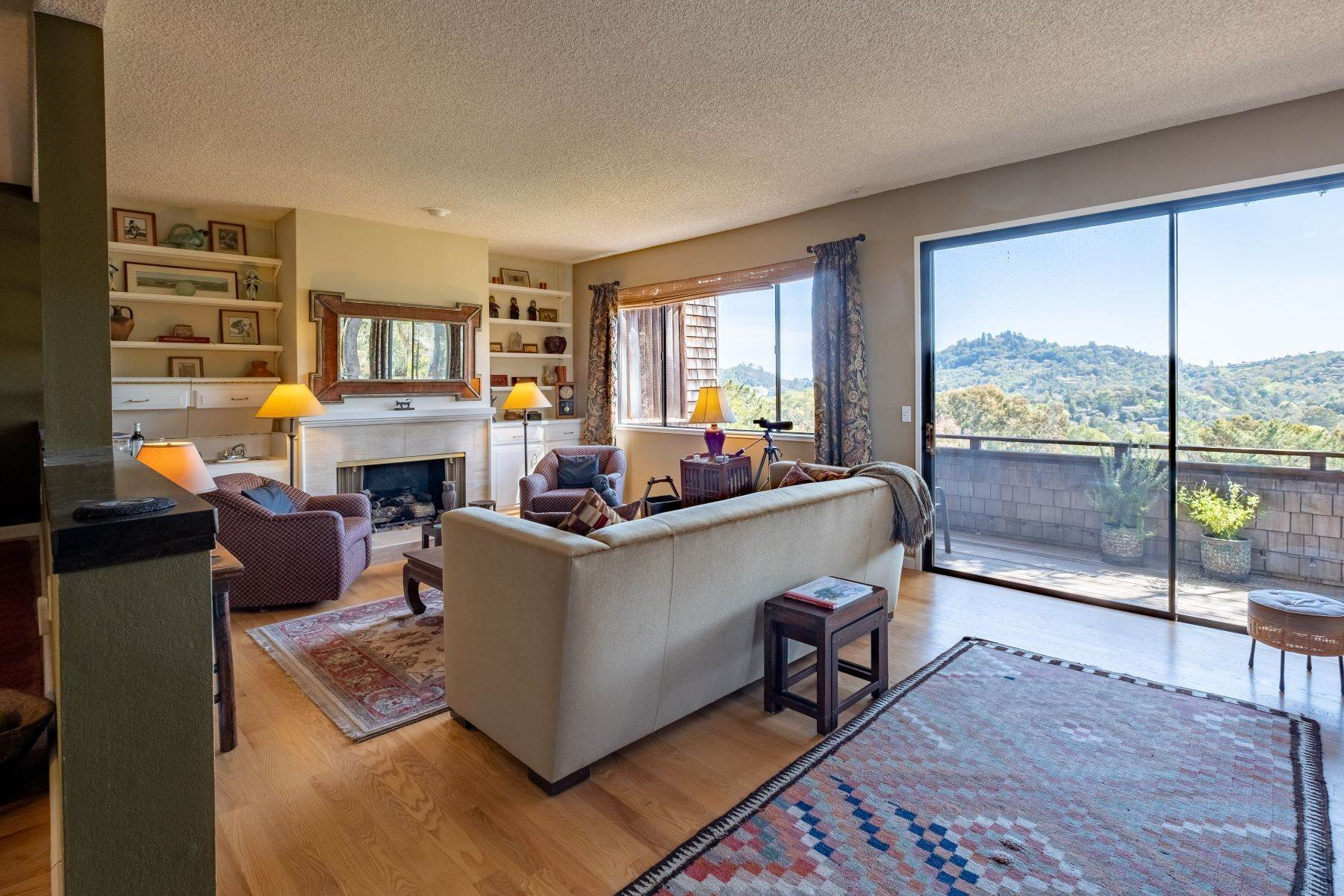 3. Condominiums for Sale at Luxury Townhome with Elevator 130 El Condor Court San Rafael, California 94903 United States