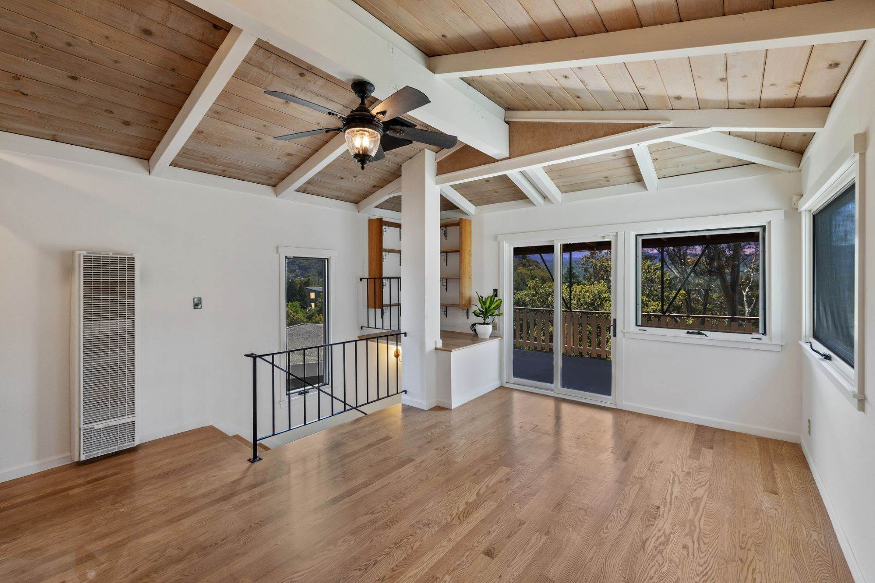 32. Single Family Homes for Sale at Adorable Fairfax Cottage 148 Ridgeway Avenue Fairfax, California 94930 United States