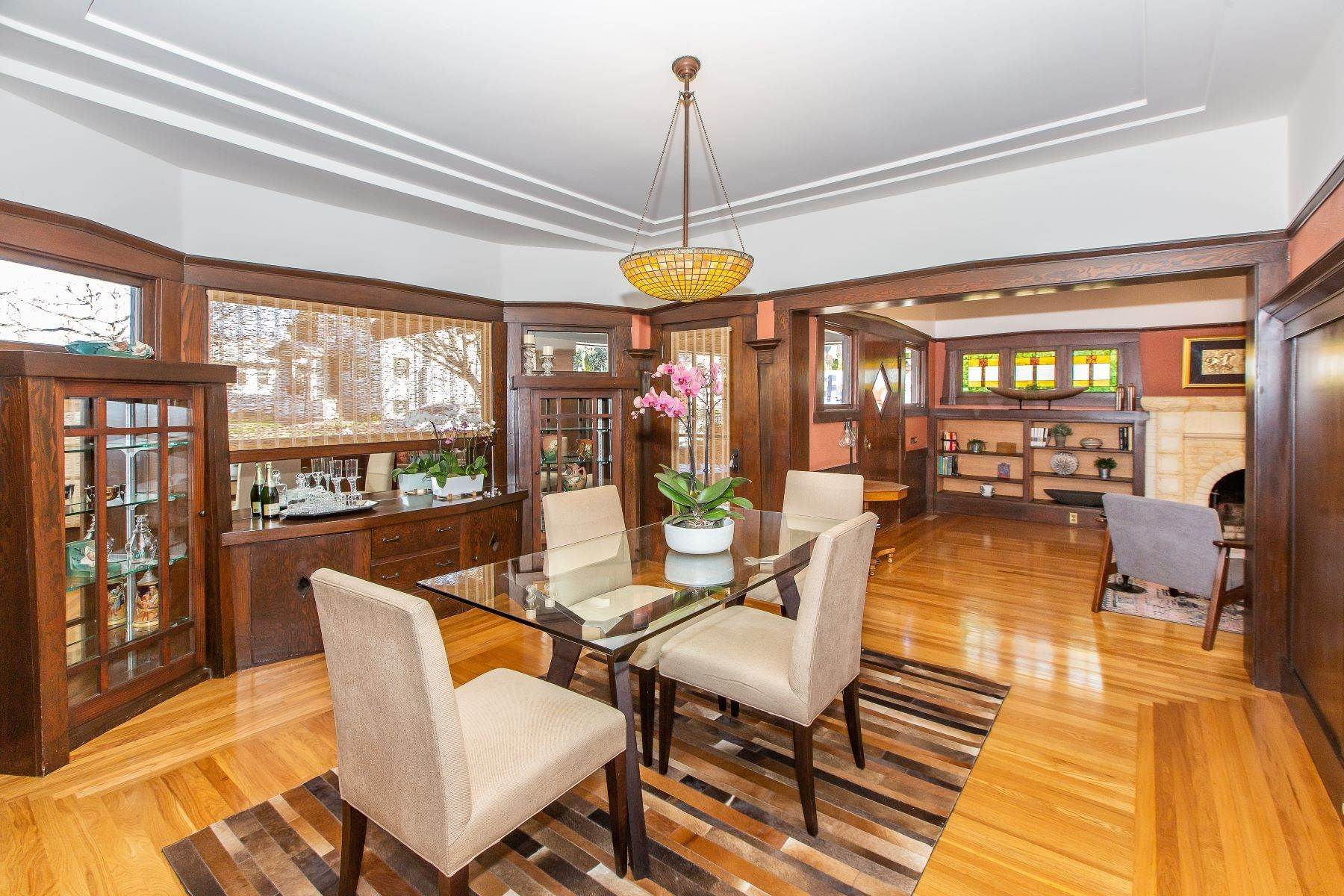 13. Single Family Homes for Sale at Glenview Arts & Crafts Treasure 3763 Woodruff Avenue Oakland, California 94602 United States