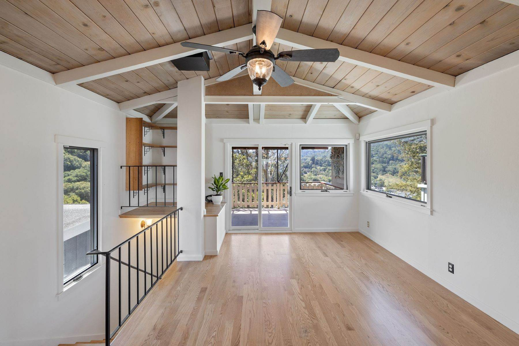 7. Single Family Homes for Sale at Adorable Fairfax Cottage 148 Ridgeway Avenue Fairfax, California 94930 United States