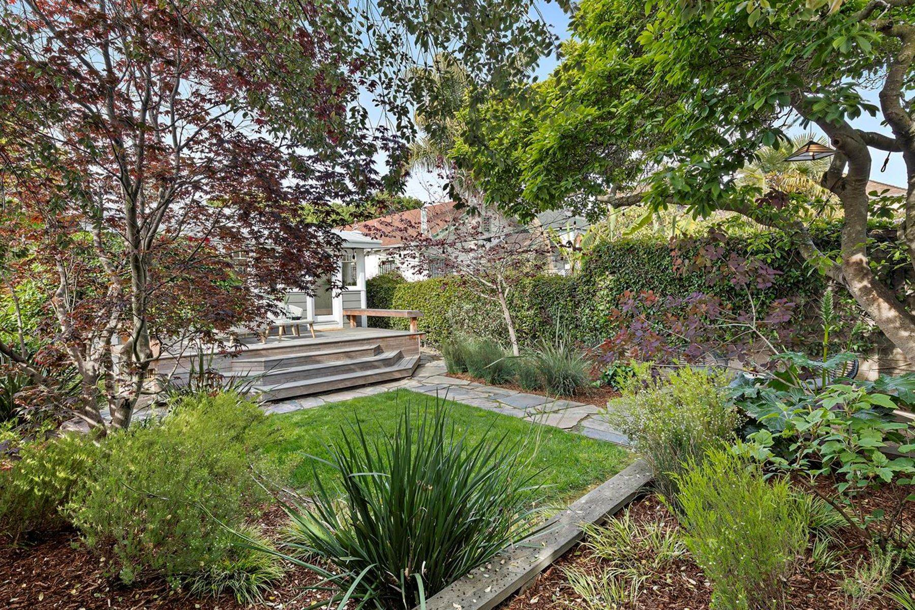 23. Single Family Homes for Sale at A Beautiful Craftsman Restoration 887 47th Street Oakland, California 94608 United States