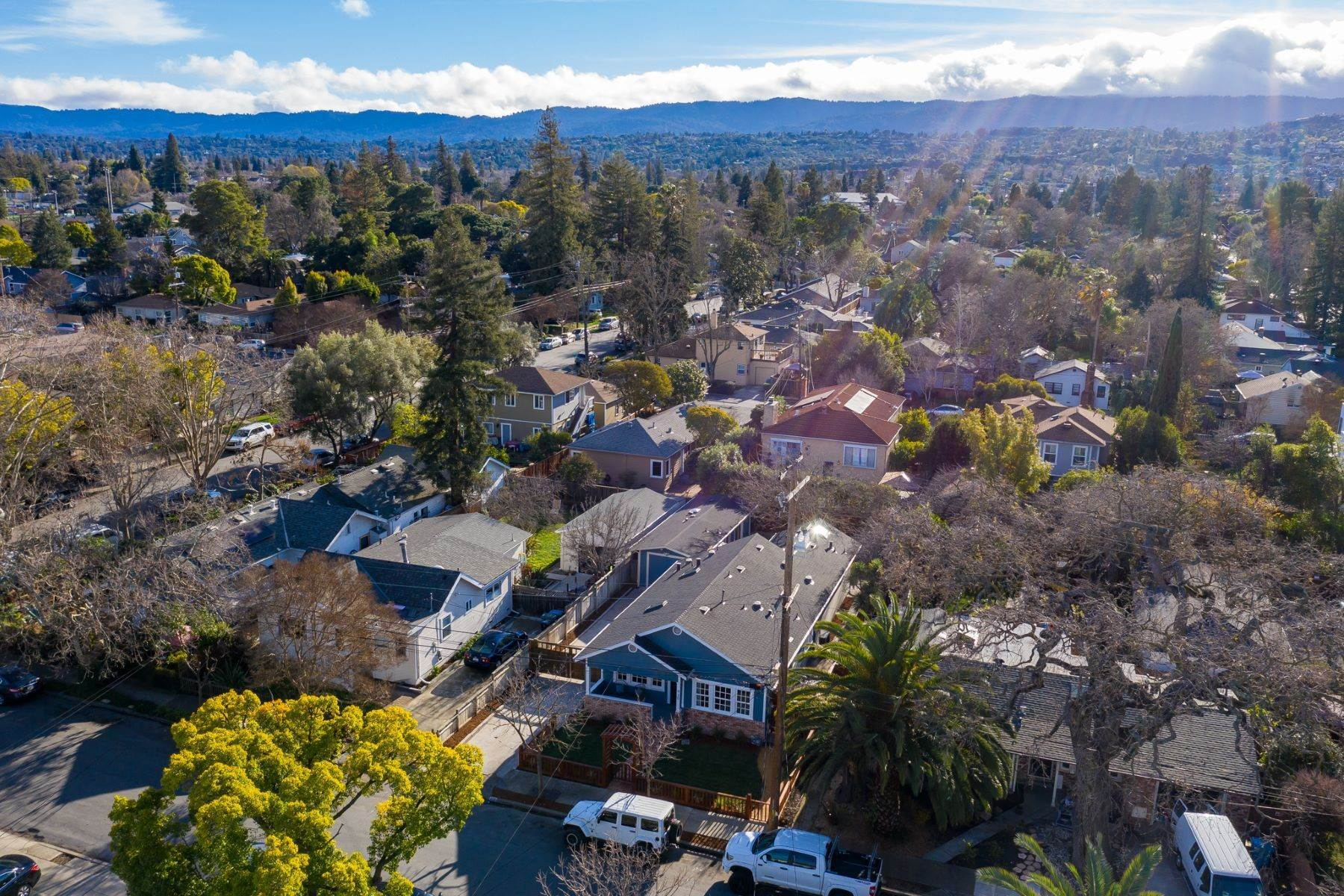 31. Single Family Homes for Sale at Turn-key Craftsman PLUS a Detached Bonus ADU 930 Fulton Street Redwood City, California 94061 United States