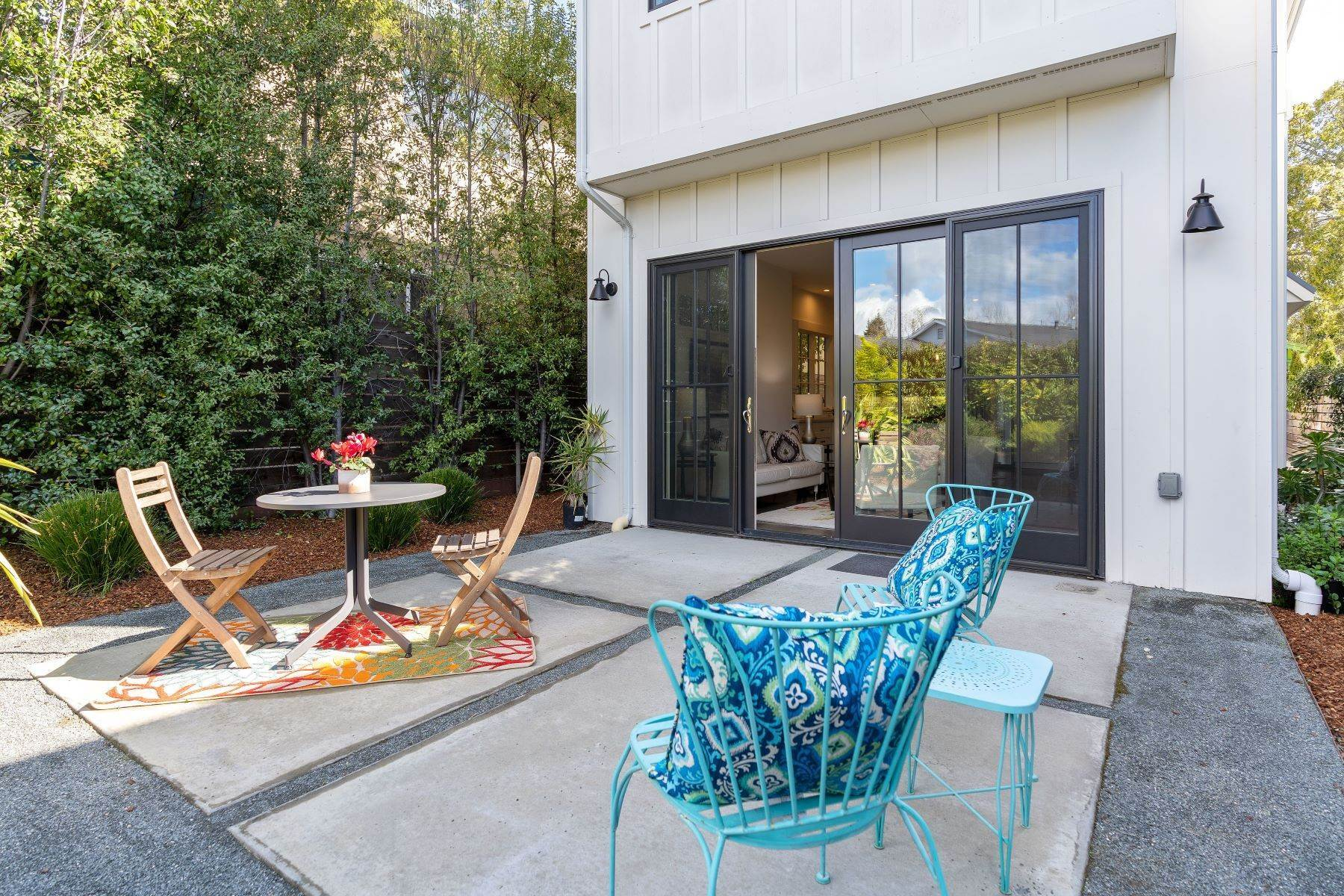 34. Single Family Homes for Sale at Modern Meets Comfort 888 59th Street Oakland, California 94608 United States