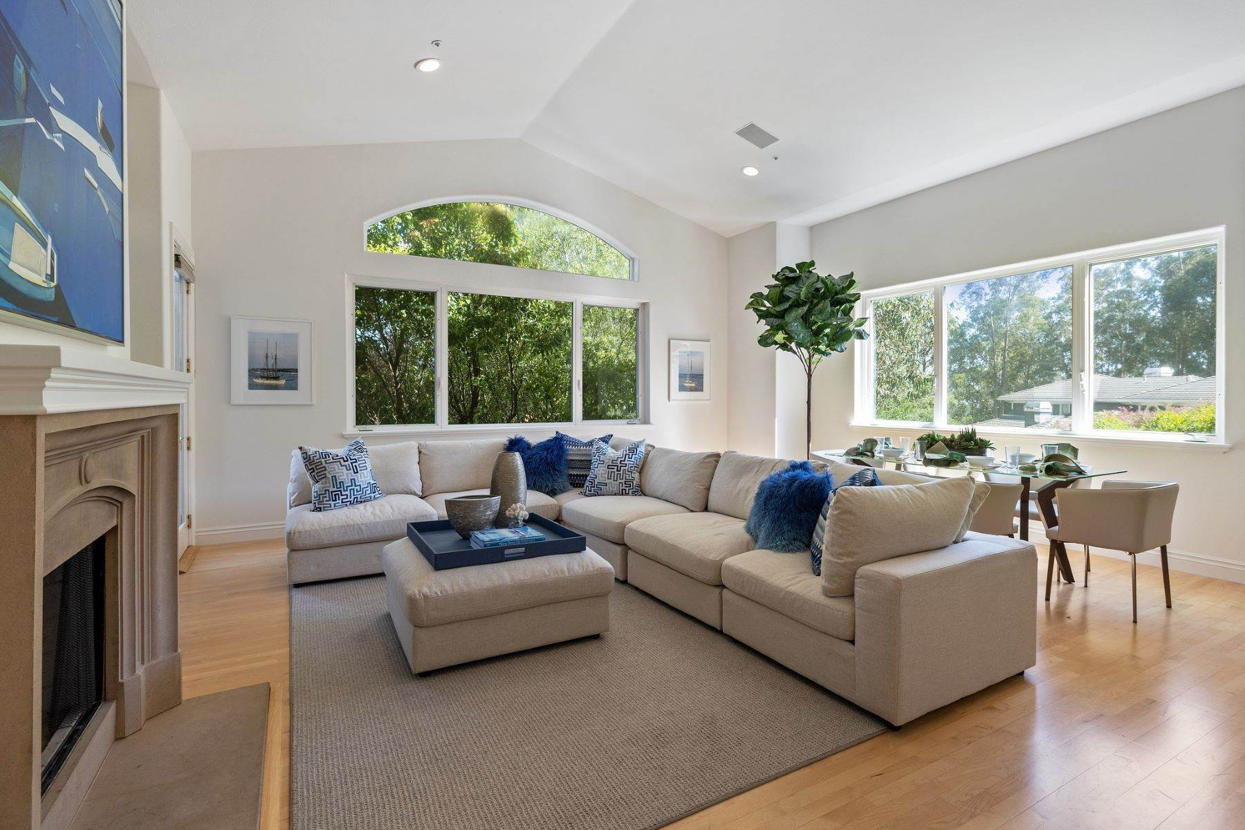 13. Single Family Homes for Sale at Exceptional Tiburon Home 30 Vista Tiburon Drive Tiburon, California 94920 United States