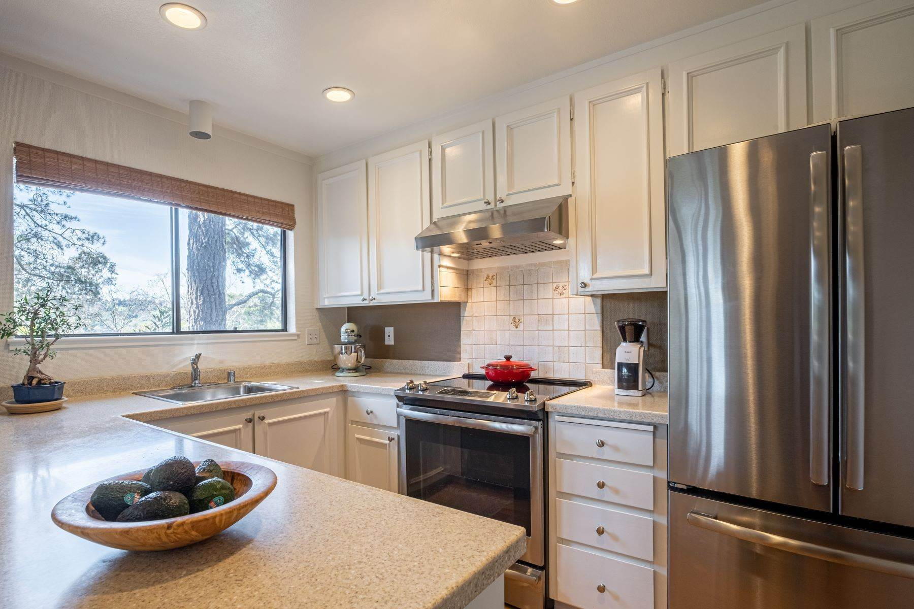 10. Condominiums for Sale at Luxury Townhome with Elevator 130 El Condor Court San Rafael, California 94903 United States