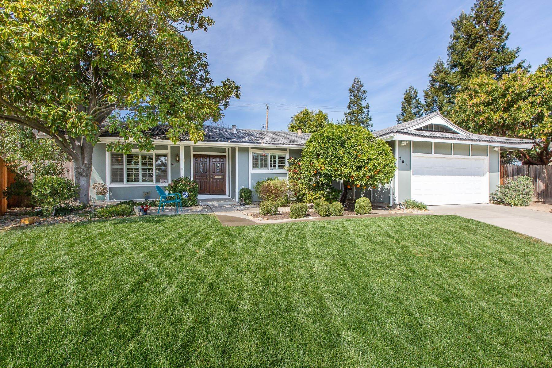 Single Family Homes for Sale at Bountiful 781 Berkshire Place 781 Berkshire Place Concord, California 94518 United States