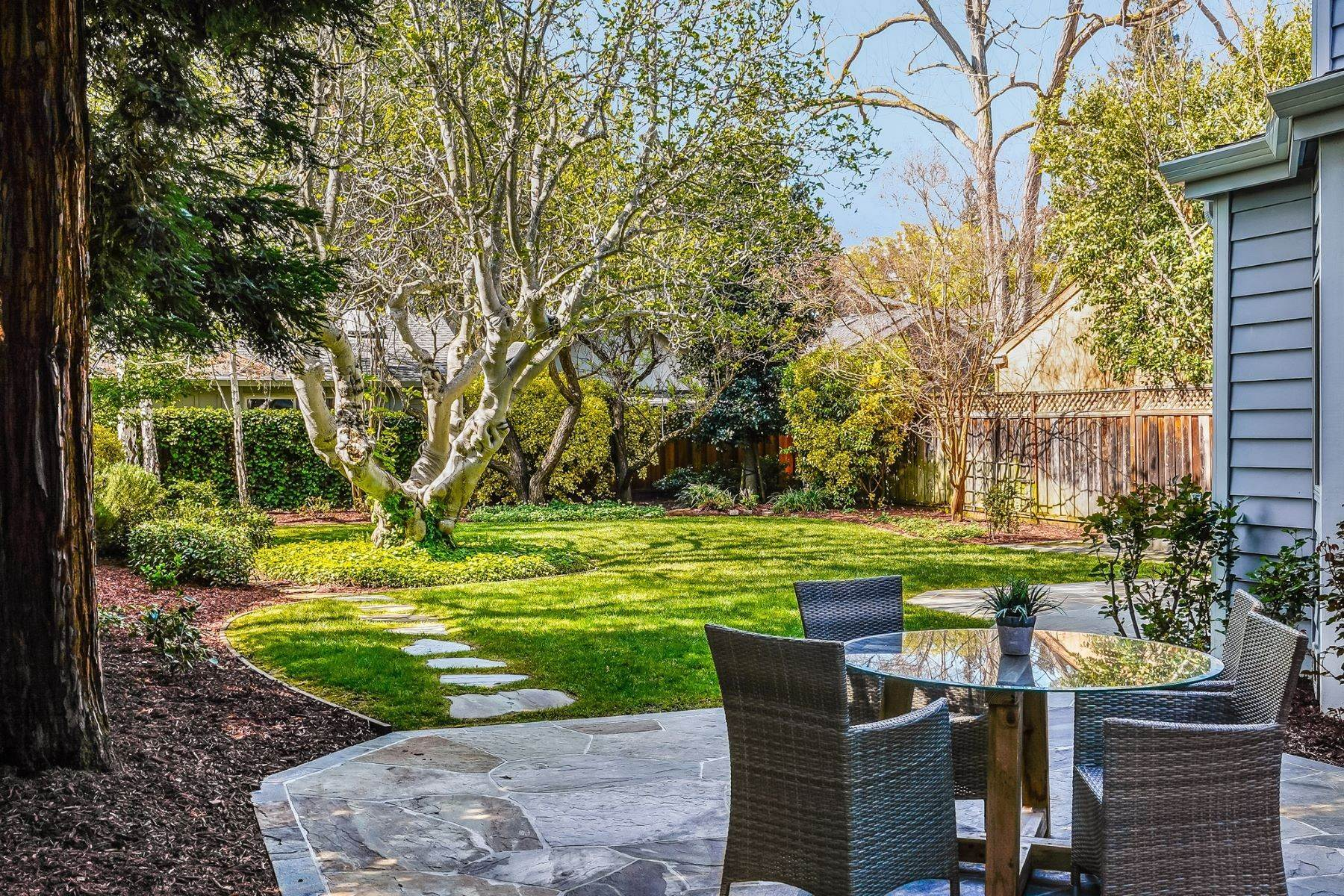 45. Single Family Homes for Sale at Comfortable living in Allied Arts, Menlo Park 309 University Drive Menlo Park, California 94025 United States