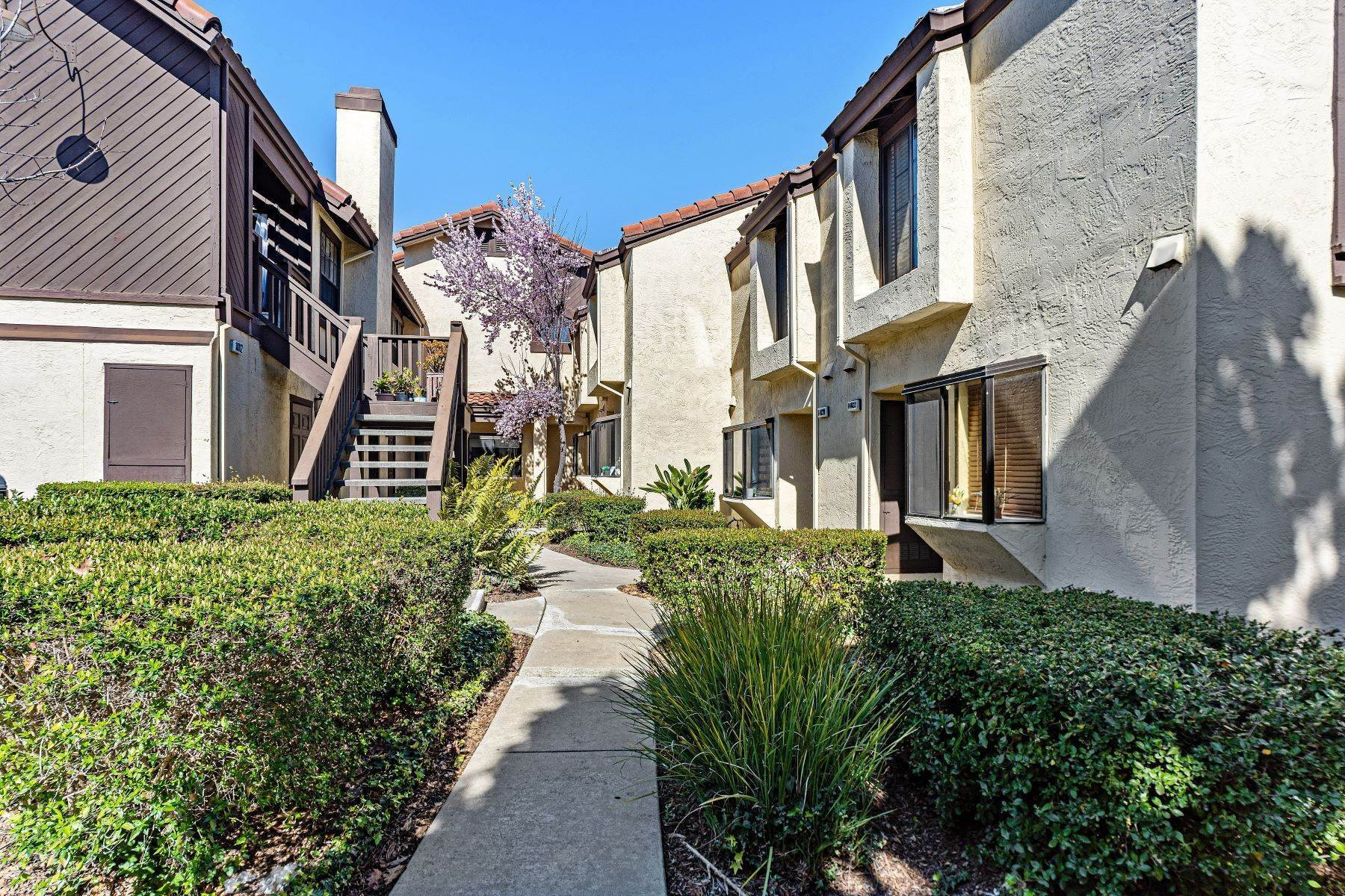townhouses for Sale at Picturesque Marina Seagate Townhome 14016 Outrigger Drive San Leandro, California 94577 United States