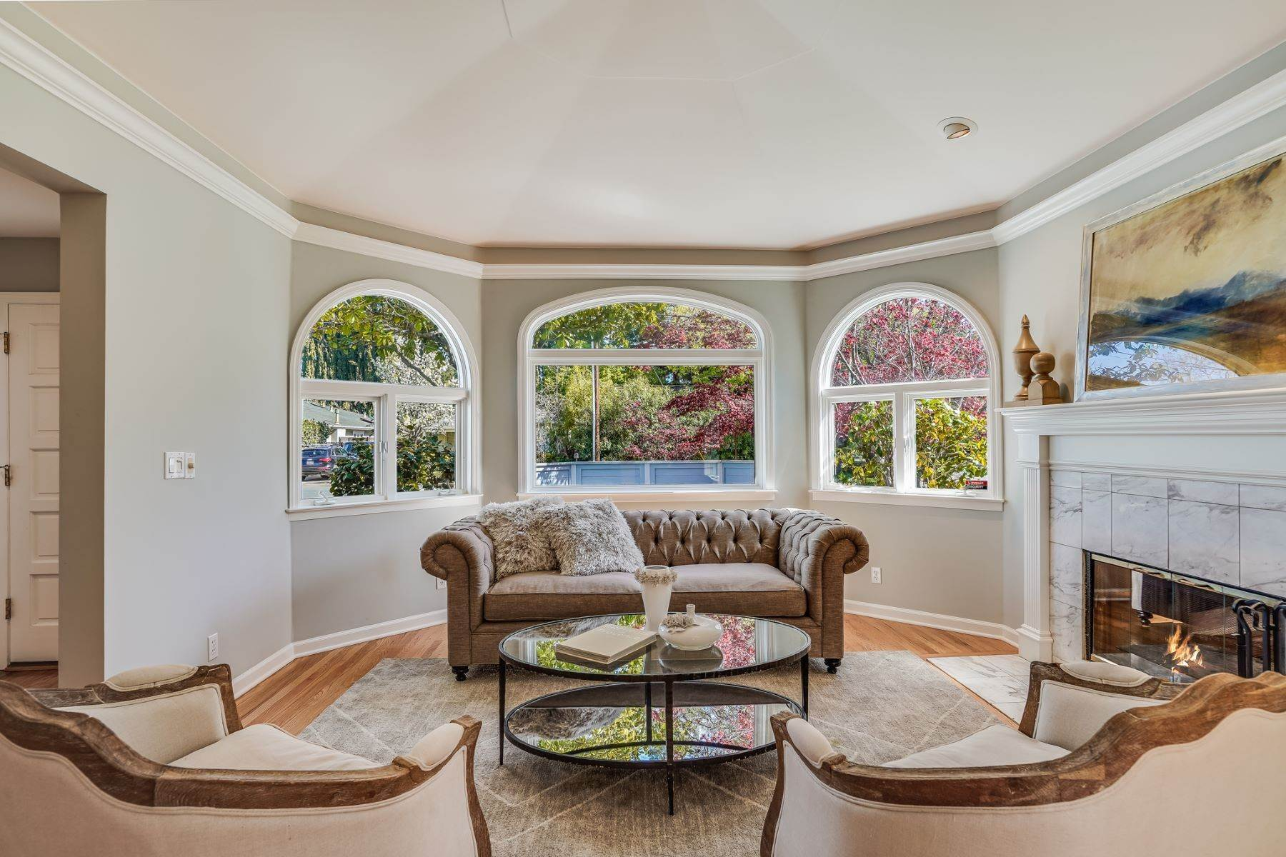 9. Single Family Homes for Sale at Comfortable living in Allied Arts, Menlo Park 309 University Drive Menlo Park, California 94025 United States