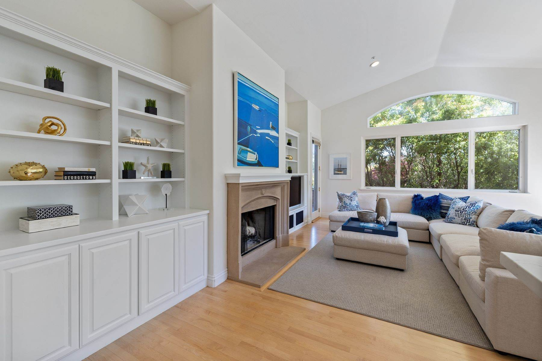 14. Single Family Homes for Sale at Exceptional Tiburon Home 30 Vista Tiburon Drive Tiburon, California 94920 United States