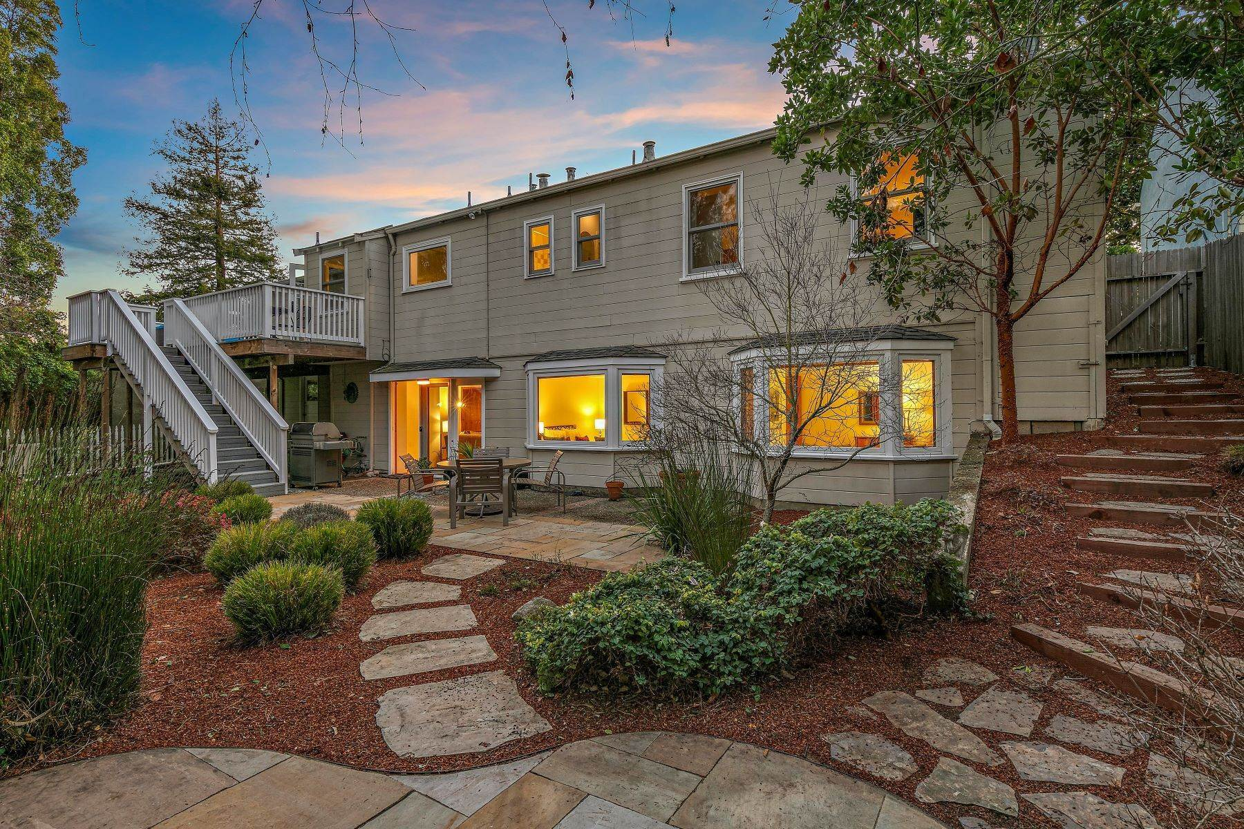 41. Single Family Homes for Sale at Updated Upper Rockridge Traditional 5454 Hilltop Crescent Oakland, California 94618 United States