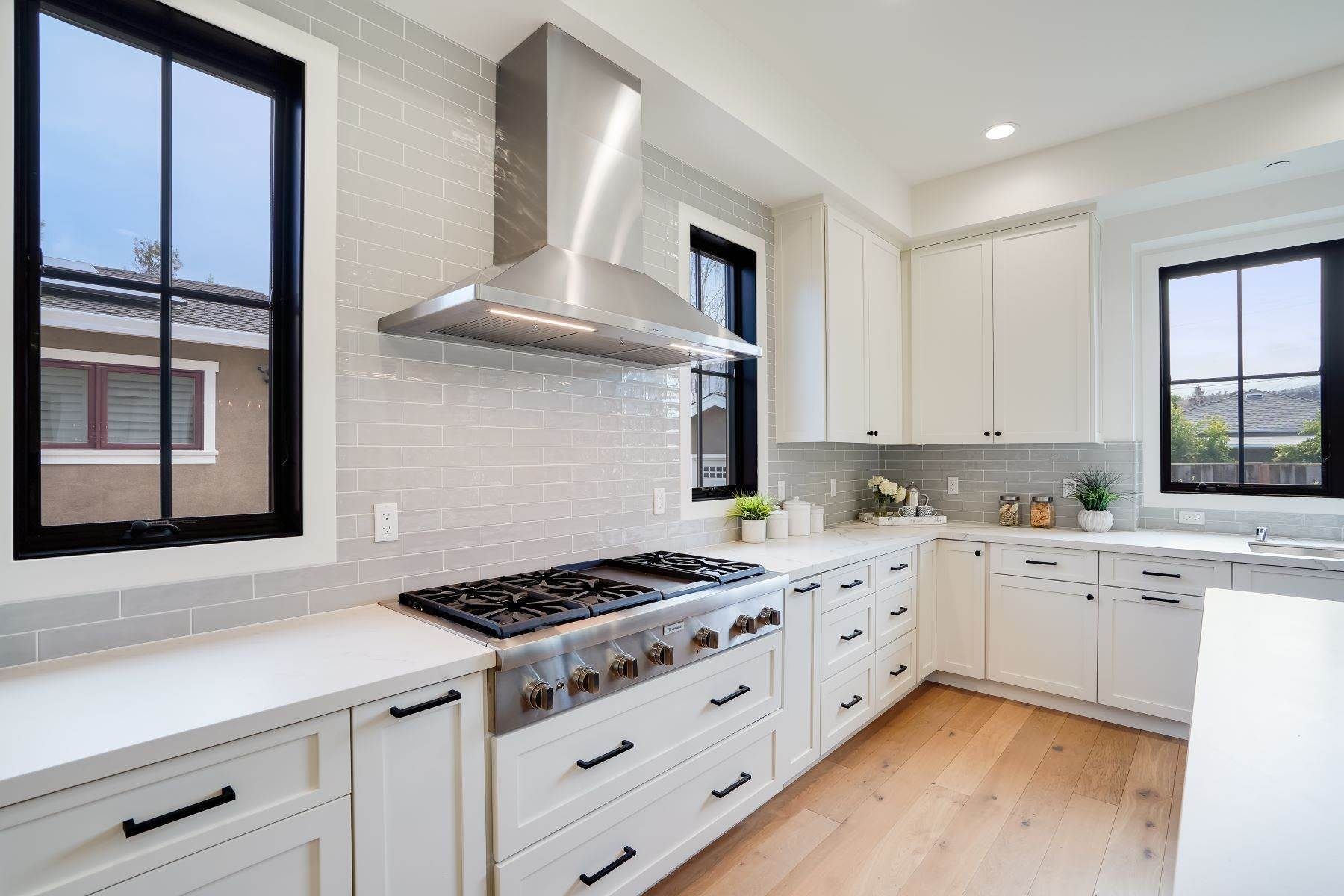 20. Single Family Homes for Sale at Modern Farmhouse in Coveted Mount Carmel 538 Quartz Street Redwood City, California 94062 United States