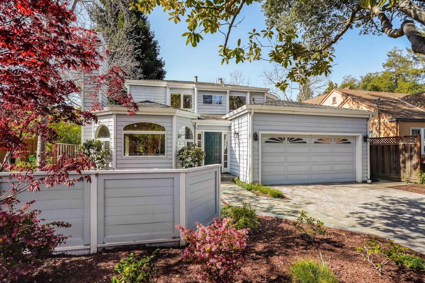 3. Single Family Homes for Sale at Comfortable living in Allied Arts, Menlo Park 309 University Drive Menlo Park, California 94025 United States