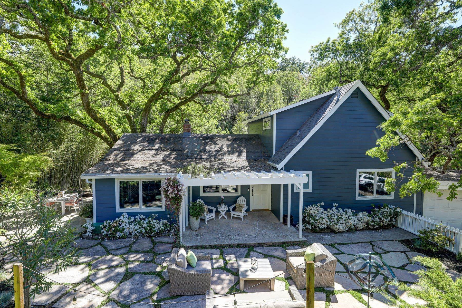 Single Family Homes for Sale at The Perfect Country Retreat Minutes to Town 380 Oakcrest Road San Anselmo, California 94960 United States