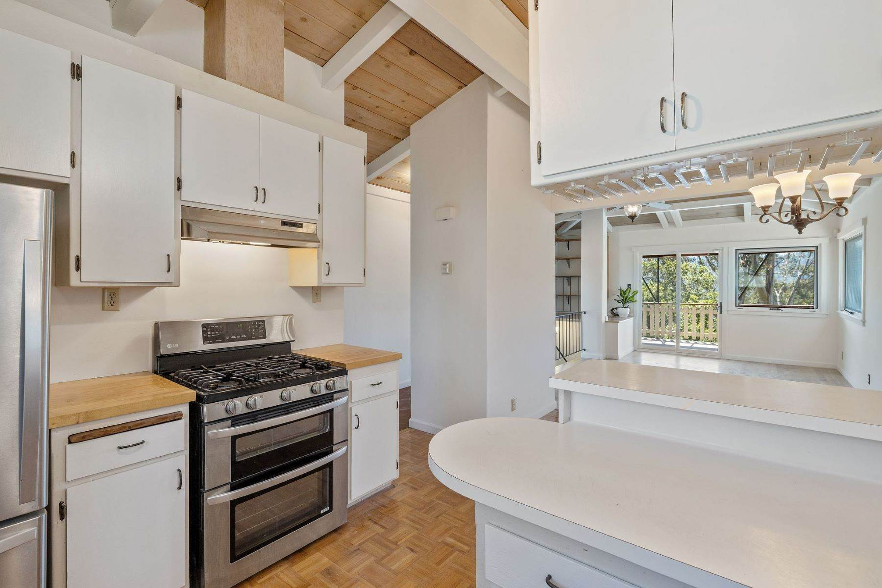 19. Single Family Homes for Sale at Adorable Fairfax Cottage 148 Ridgeway Avenue Fairfax, California 94930 United States