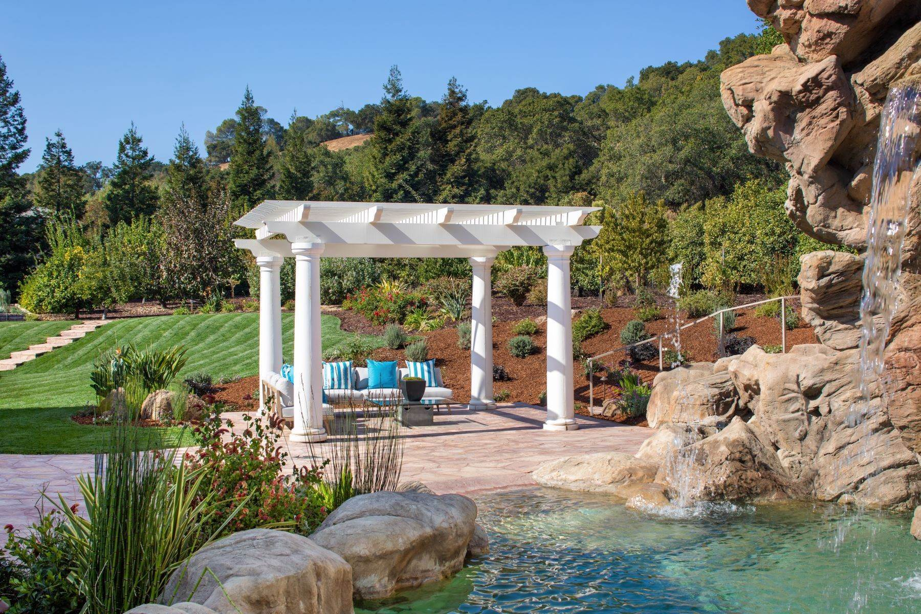 9. Single Family Homes for Sale at Sprawling Resort-Like Estate 12160 Kate Drive Los Altos Hills, California 94022 United States