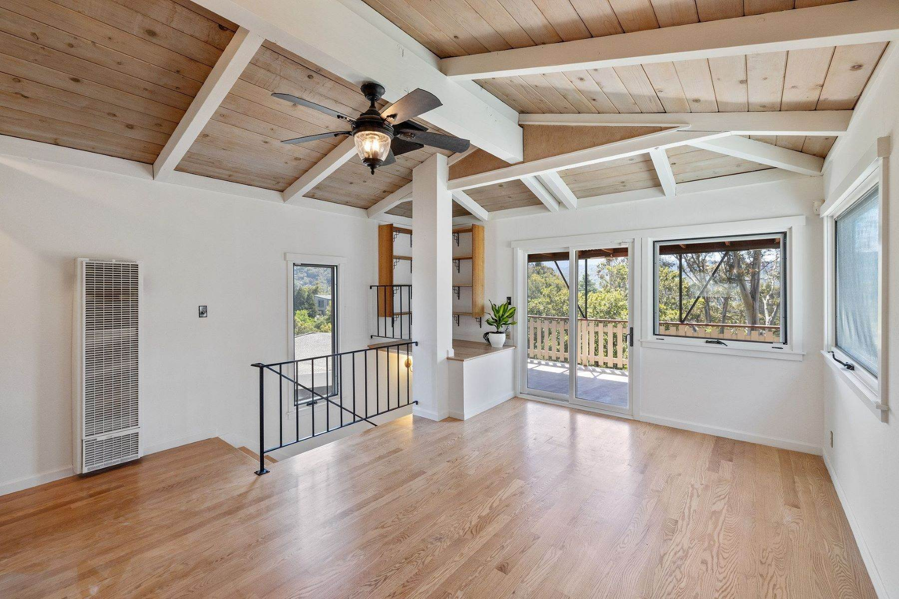 8. Single Family Homes for Sale at Adorable Fairfax Cottage 148 Ridgeway Avenue Fairfax, California 94930 United States