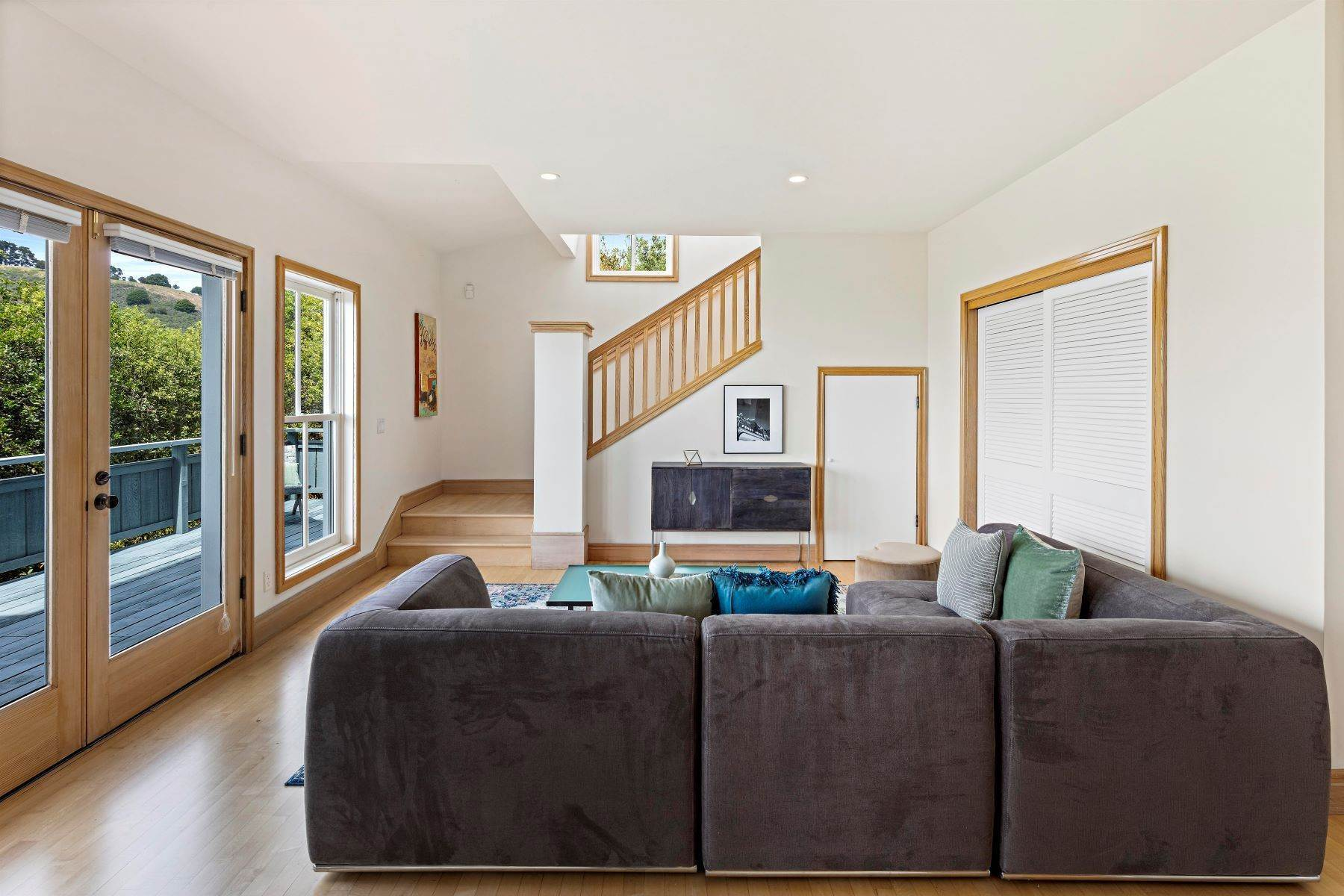 26. Single Family Homes for Sale at Architecturally Designed Home with Sweeping Bay Views 357 Gravatt Drive Berkeley, California 94705 United States