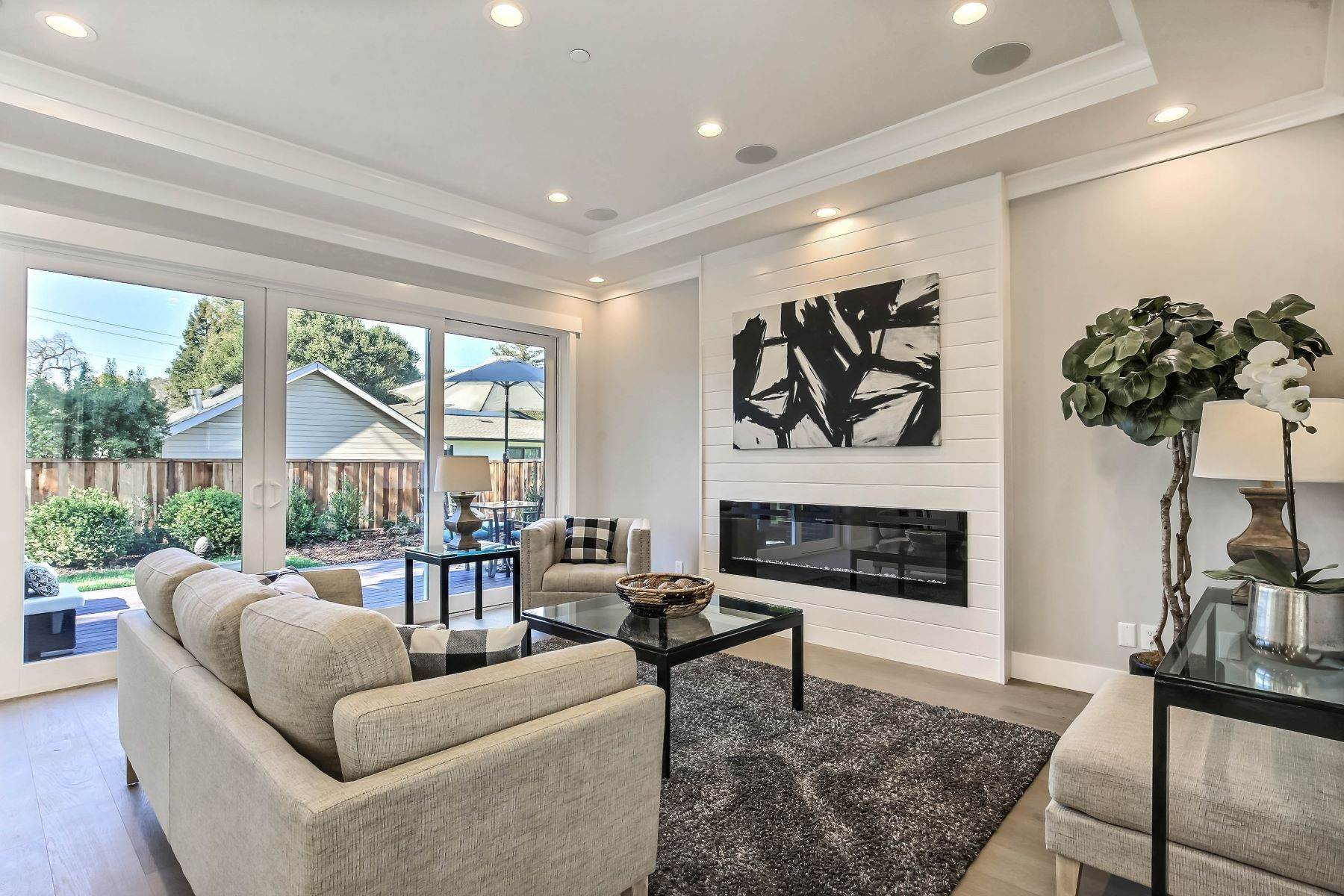 10. Single Family Homes for Sale at Brand New Menlo Park Home 611 12th Avenue Menlo Park, California 94025 United States