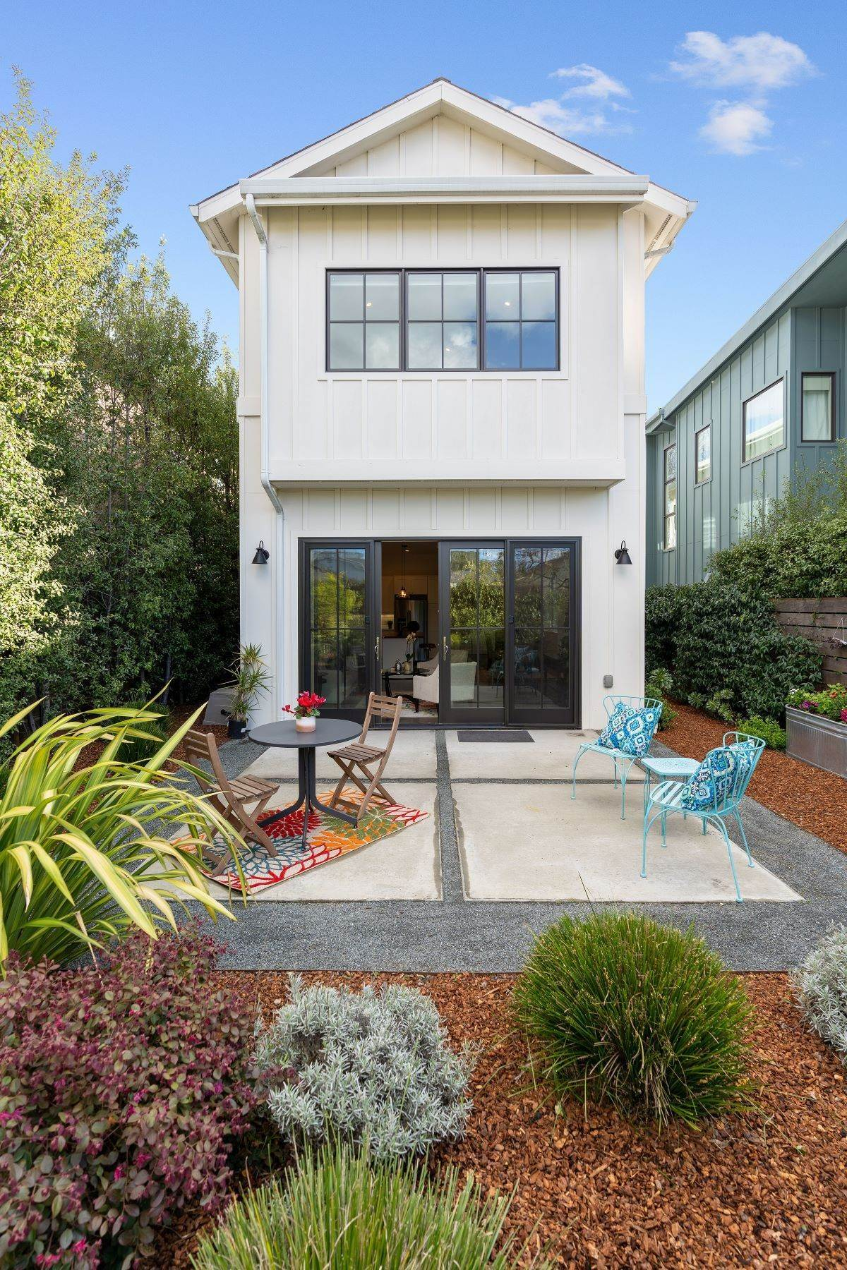 32. Single Family Homes for Sale at Modern Meets Comfort 888 59th Street Oakland, California 94608 United States