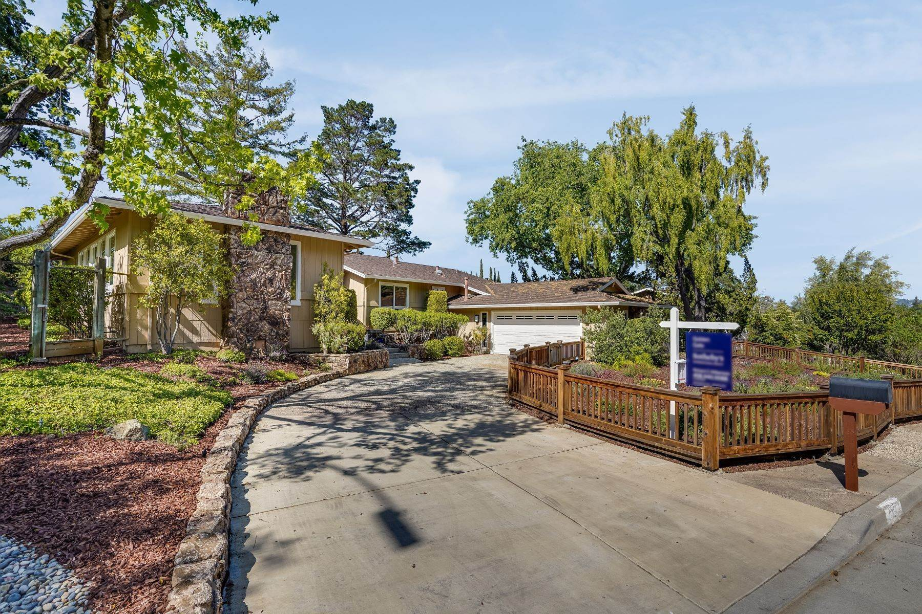 Single Family Homes for Sale at Country Estate with Wonderful Views 1351 Hidden Mine Road San Jose, California 95120 United States