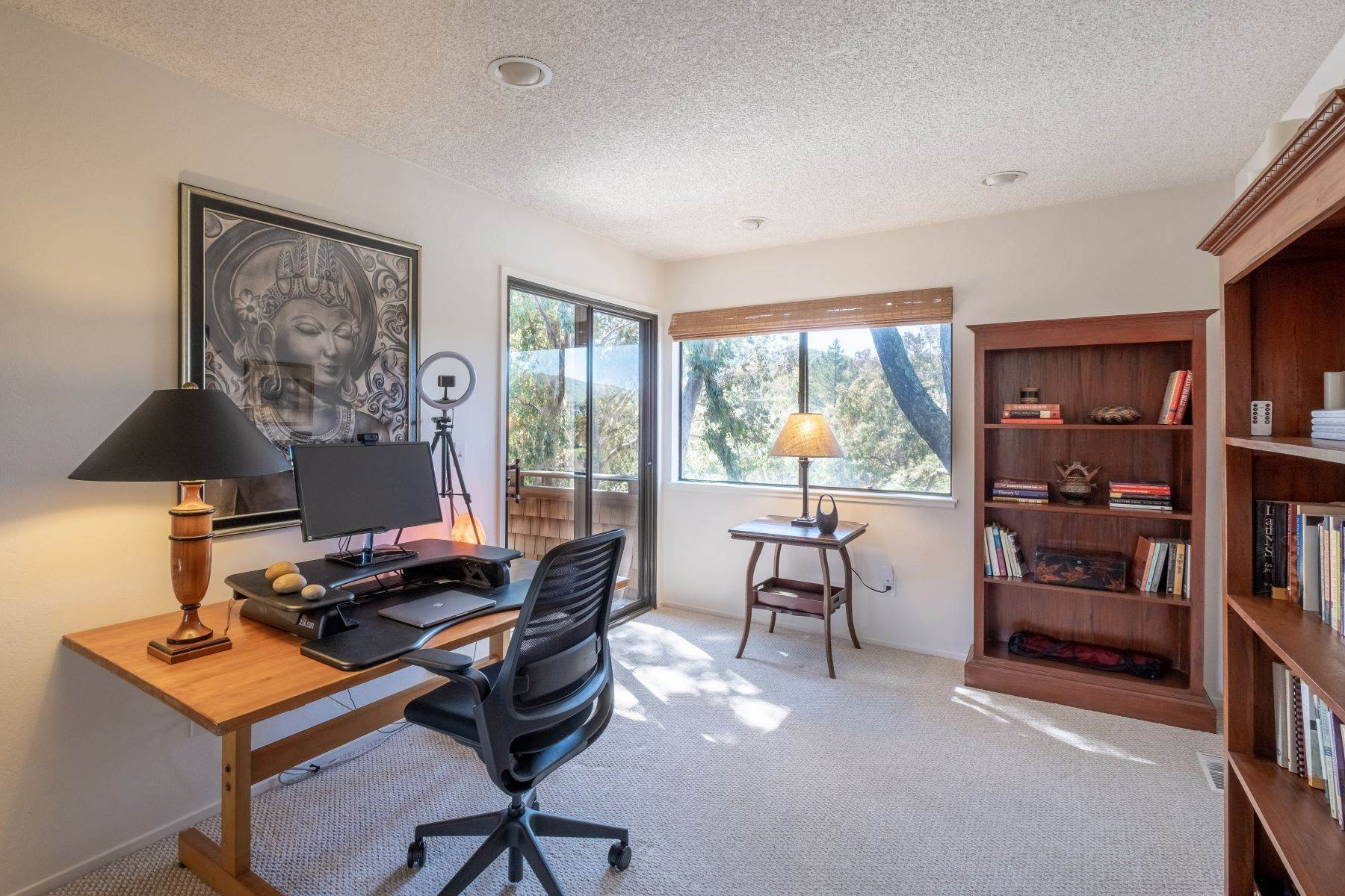 25. Condominiums for Sale at Luxury Townhome with Elevator 130 El Condor Court San Rafael, California 94903 United States
