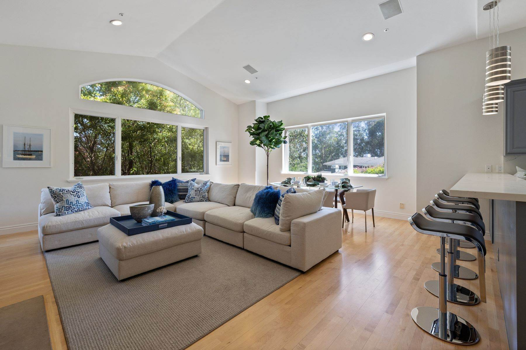 12. Single Family Homes for Sale at Exceptional Tiburon Home 30 Vista Tiburon Drive Tiburon, California 94920 United States