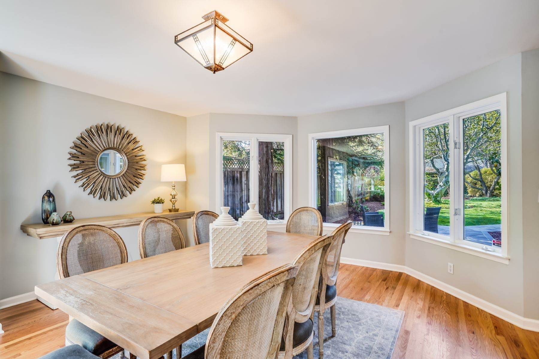 12. Single Family Homes for Sale at Comfortable living in Allied Arts, Menlo Park 309 University Drive Menlo Park, California 94025 United States