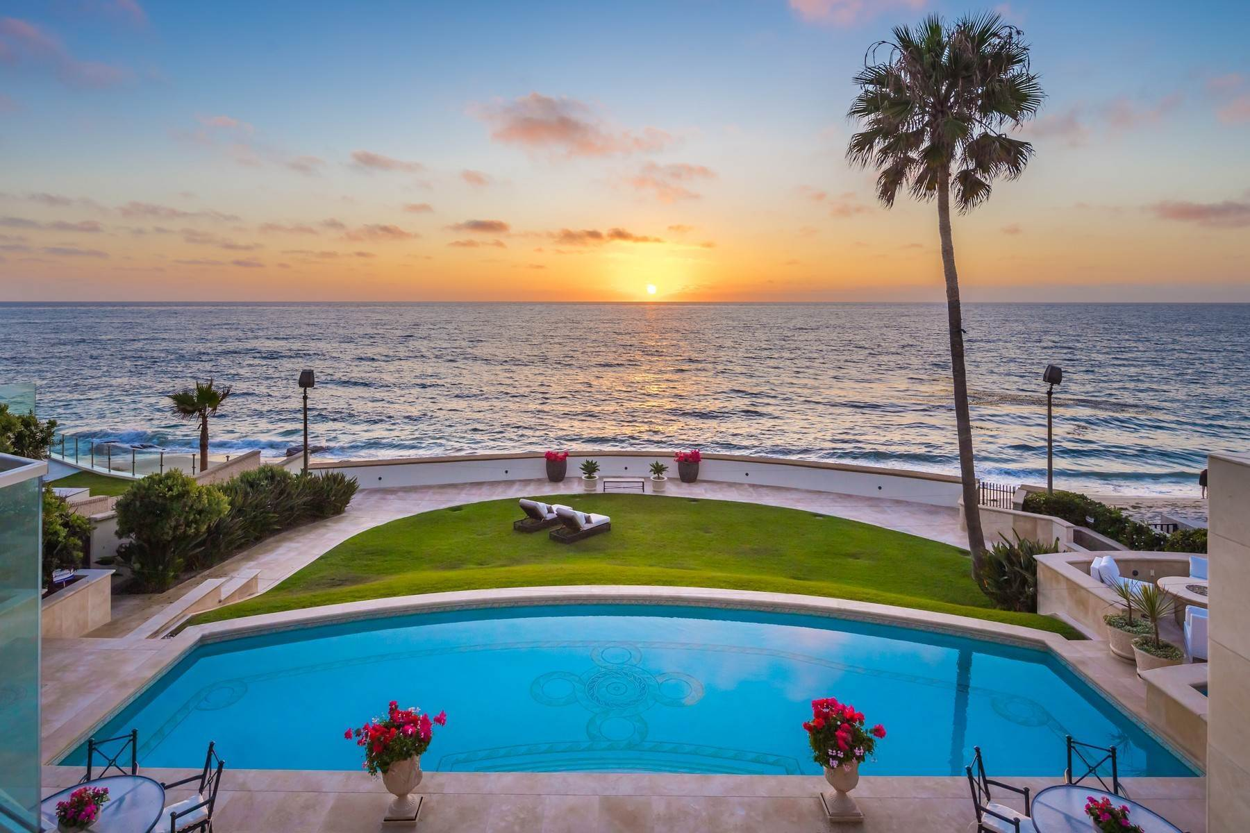 Single Family Homes for Sale at 308 Vista De La Playa La Jolla, California 92037 United States