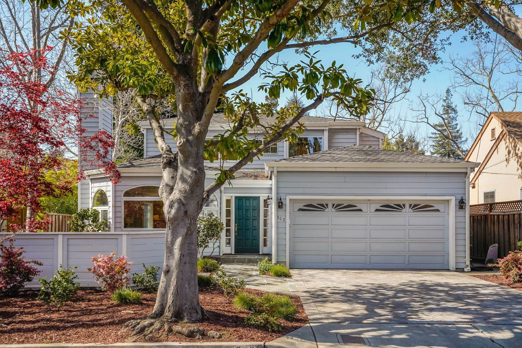 2. Single Family Homes for Sale at Comfortable living in Allied Arts, Menlo Park 309 University Drive Menlo Park, California 94025 United States
