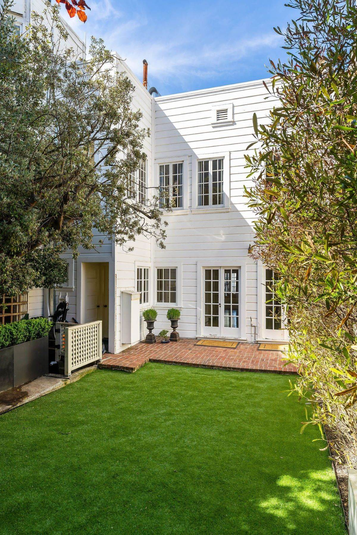 21. Single Family Homes for Sale at Exceptional Presidio Heights Home 3311 Jackson Street San Francisco, California 94118 United States
