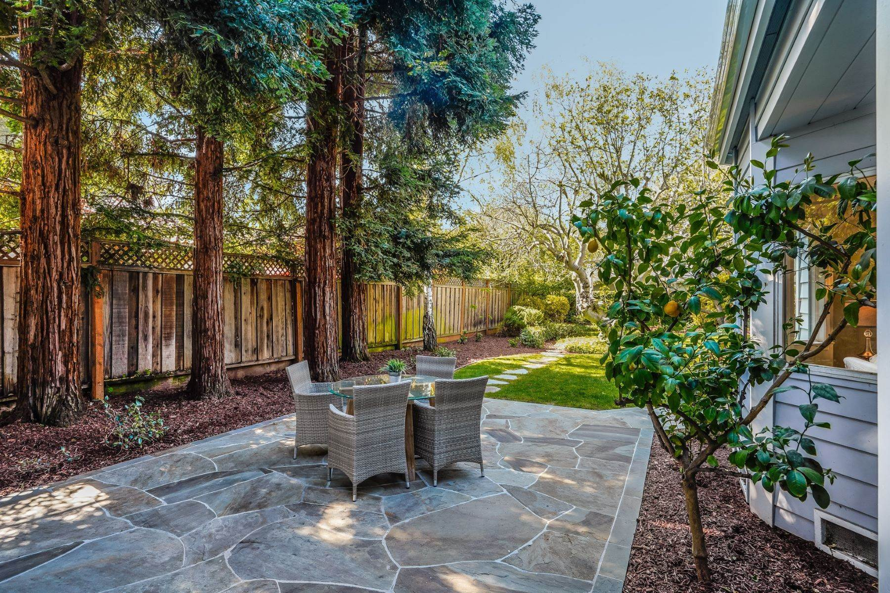 42. Single Family Homes for Sale at Comfortable living in Allied Arts, Menlo Park 309 University Drive Menlo Park, California 94025 United States