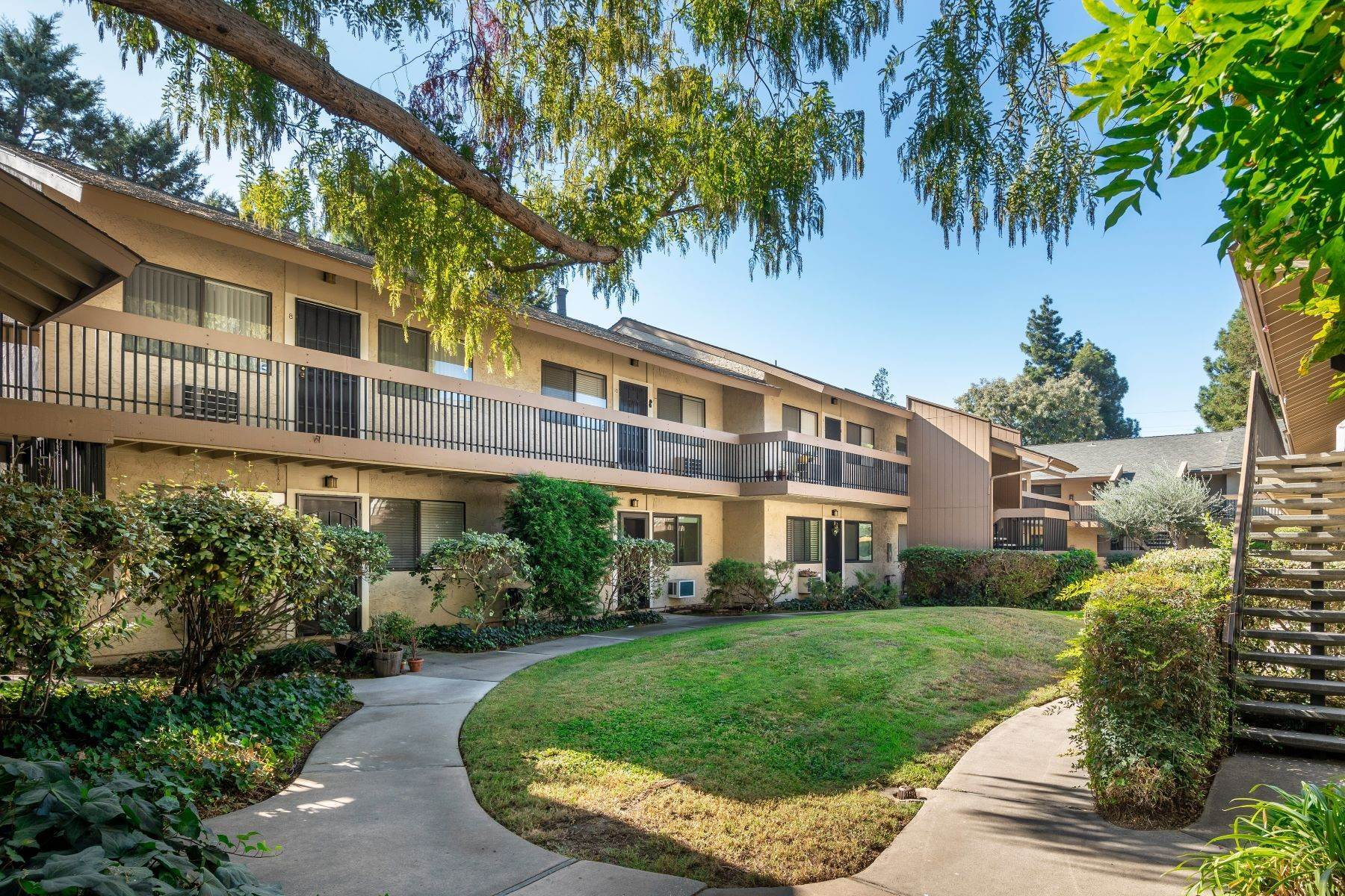 Condominiums en Beautiful Ground Floor Condo in the Heart of Campbell 185 Union Avenue #9 Campbell, California 95008 Estados Unidos