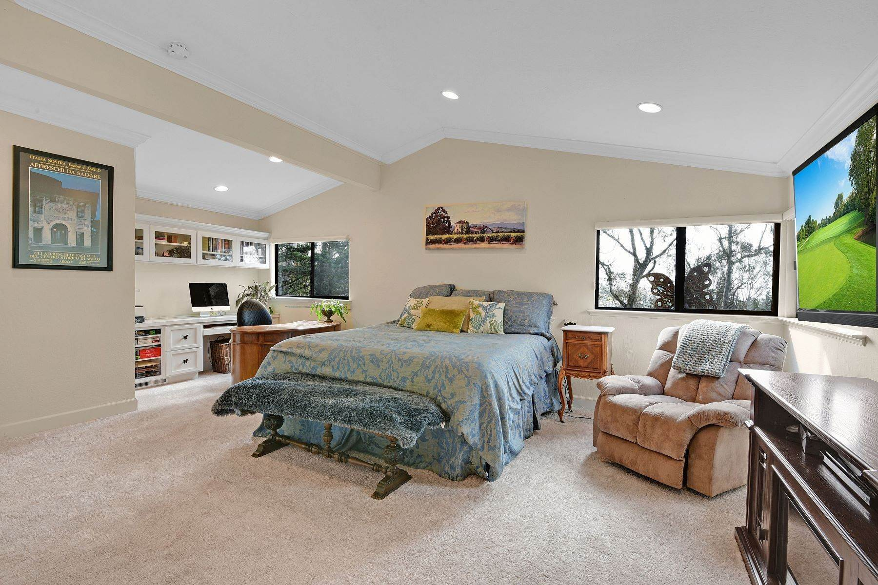 6. Single Family Homes for Sale at Serene and Private Setting 7121 Pinehaven Road Oakland, California 94611 United States