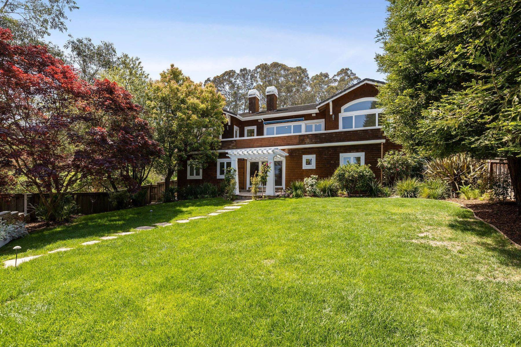 31. Single Family Homes for Sale at Exceptional Tiburon Home 30 Vista Tiburon Drive Tiburon, California 94920 United States