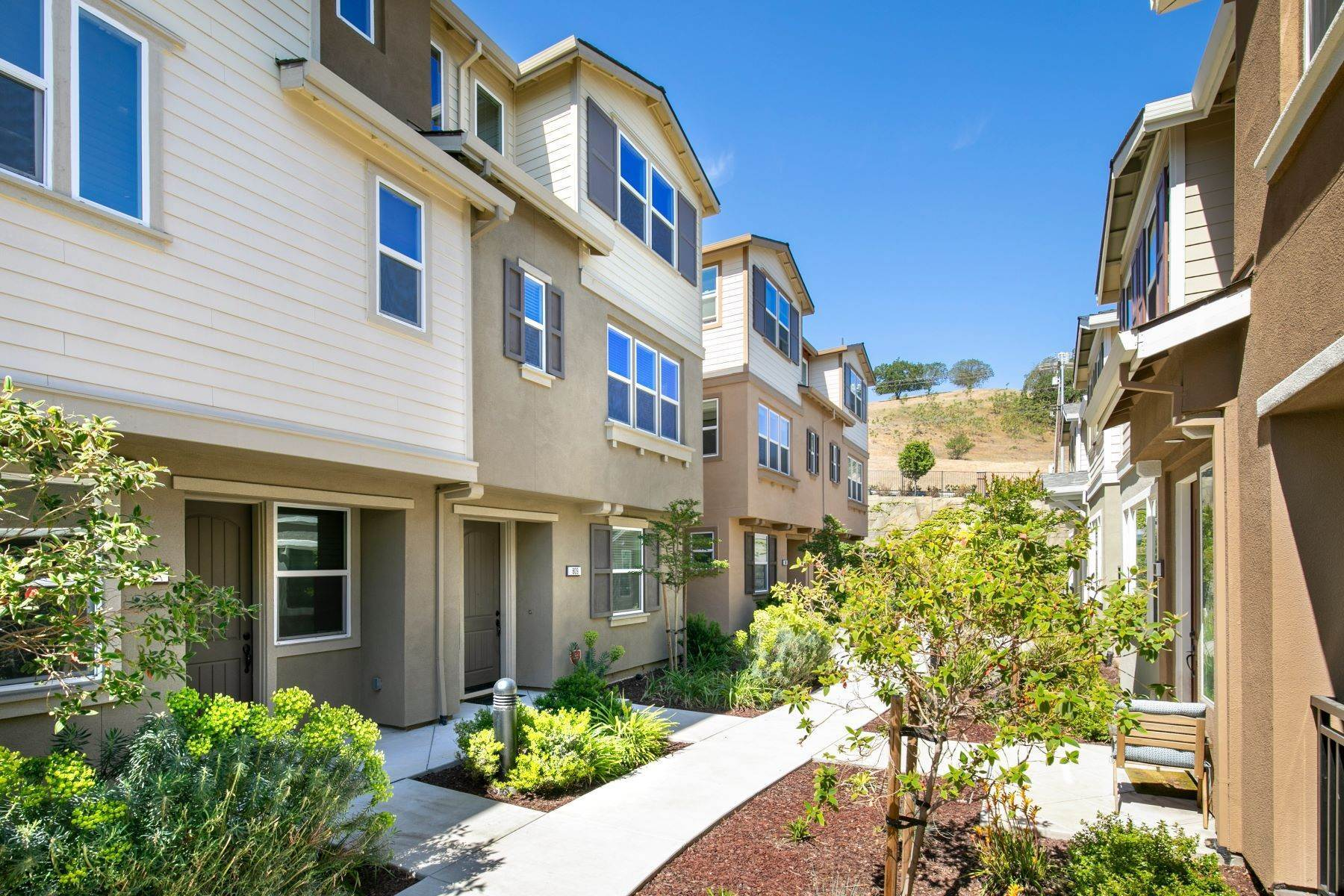 Property for Sale at Contemporary Townhome 809 Tierney Place Martinez, California 94553 United States