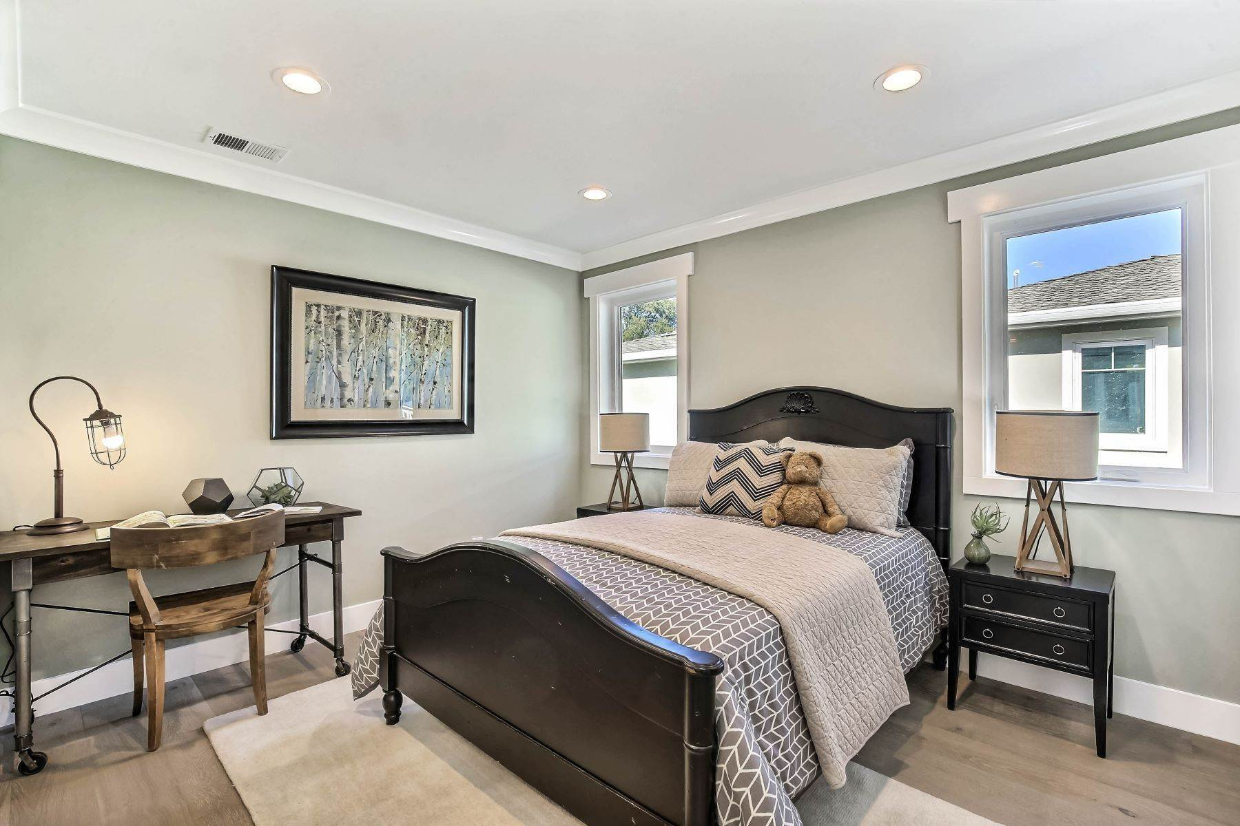 18. Single Family Homes for Sale at Brand New Menlo Park Home 611 12th Avenue Menlo Park, California 94025 United States