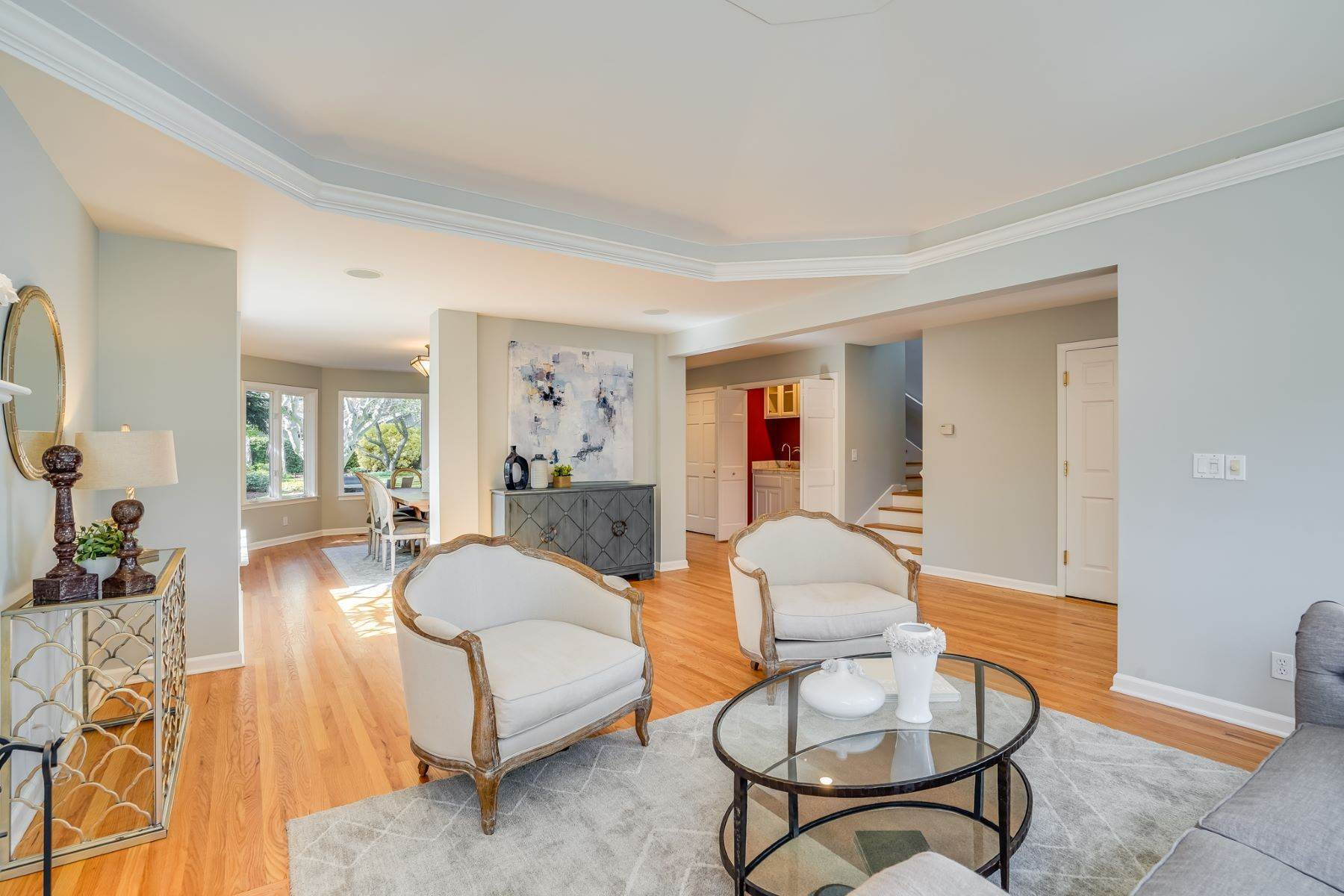 7. Single Family Homes for Sale at Comfortable living in Allied Arts, Menlo Park 309 University Drive Menlo Park, California 94025 United States