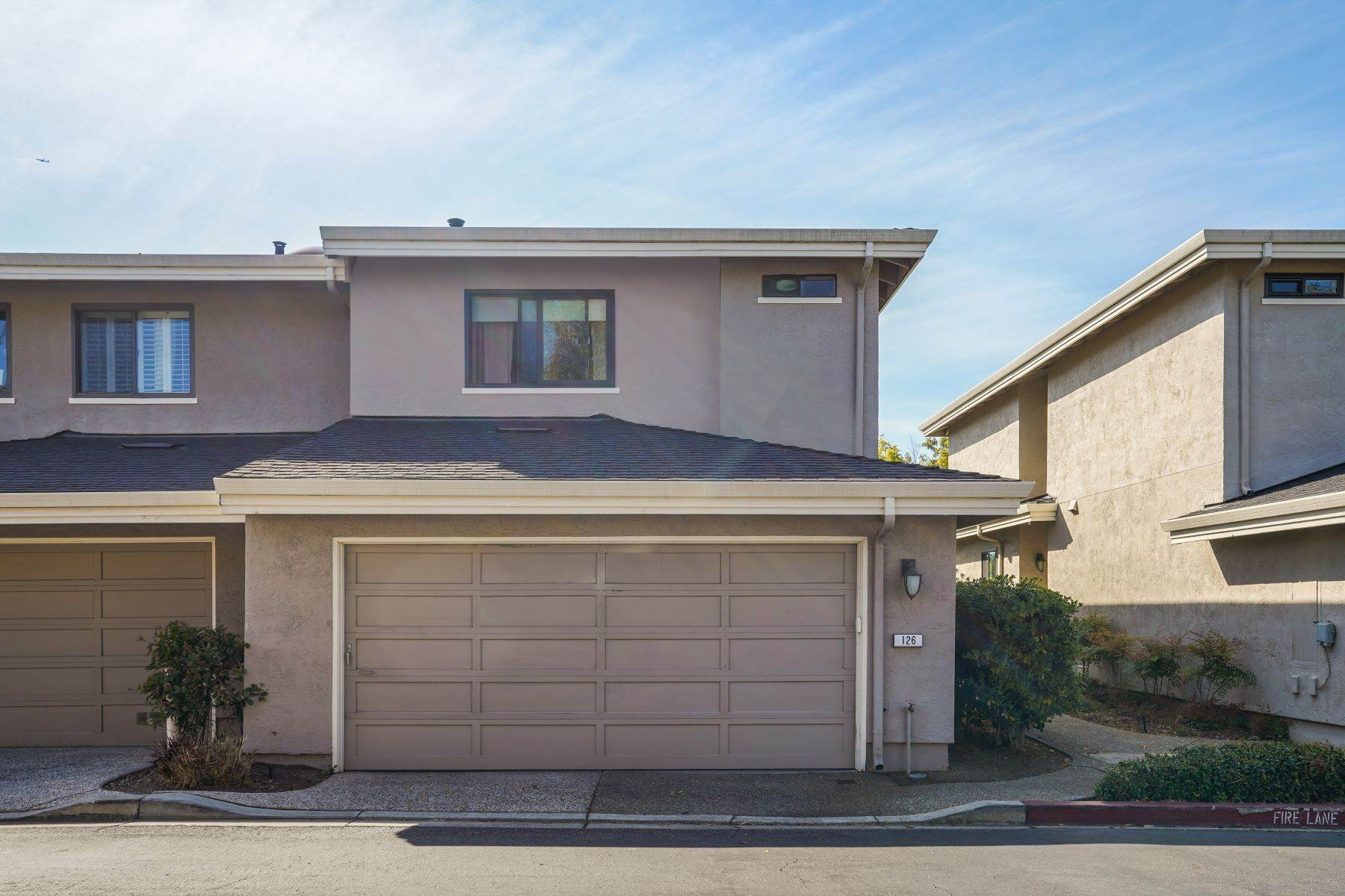 27. townhouses for Sale at Contemporary Townhome with Excellent Mid-Peninsula Location 126 Albacore Lane Foster City, California 94404 United States