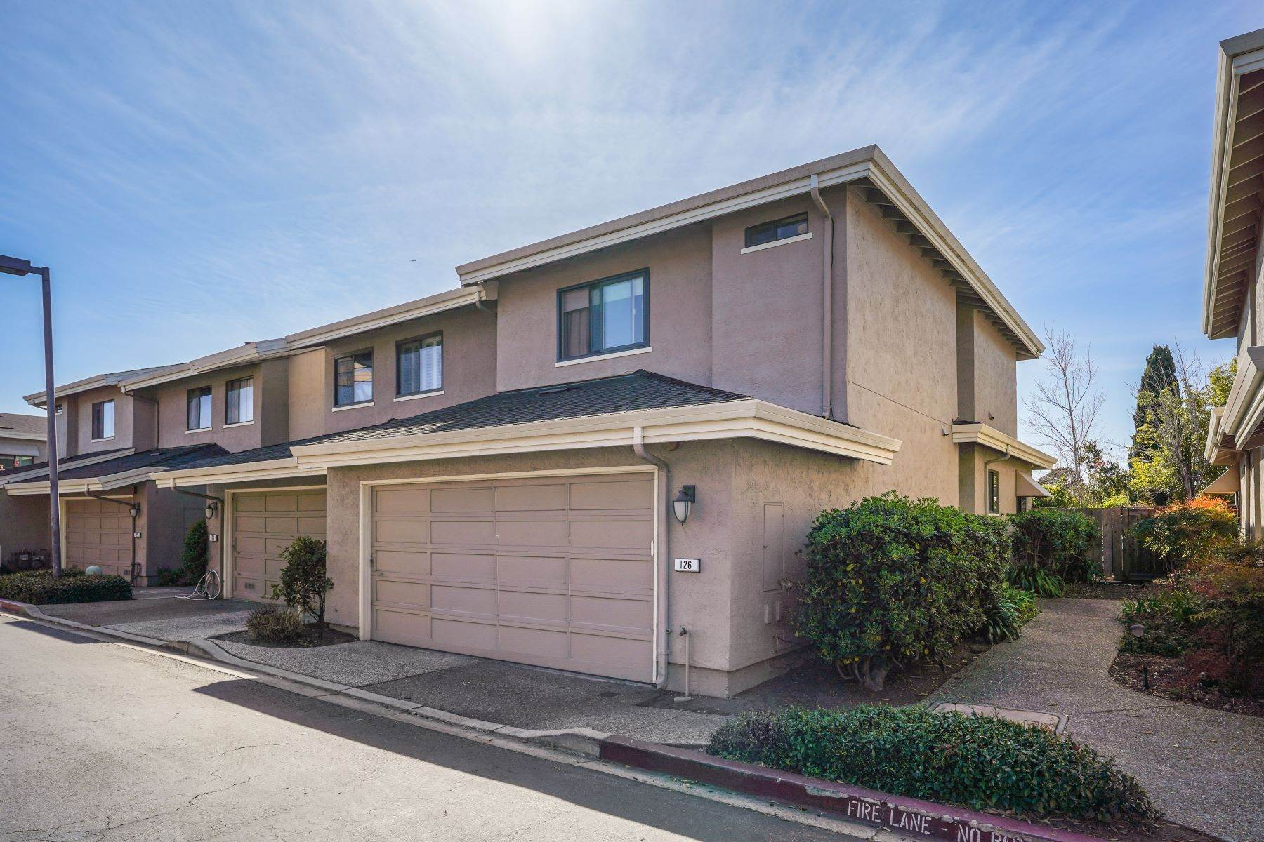 30. townhouses for Sale at Contemporary Townhome with Excellent Mid-Peninsula Location 126 Albacore Lane Foster City, California 94404 United States