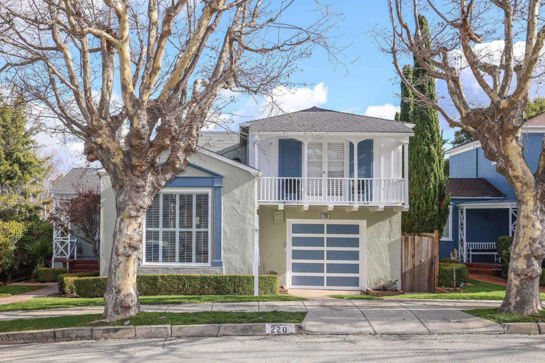 Single Family Homes por un Venta en Classic Millbrae Highlands Home 220 Laurel Avenue Millbrae, California 94030 Estados Unidos