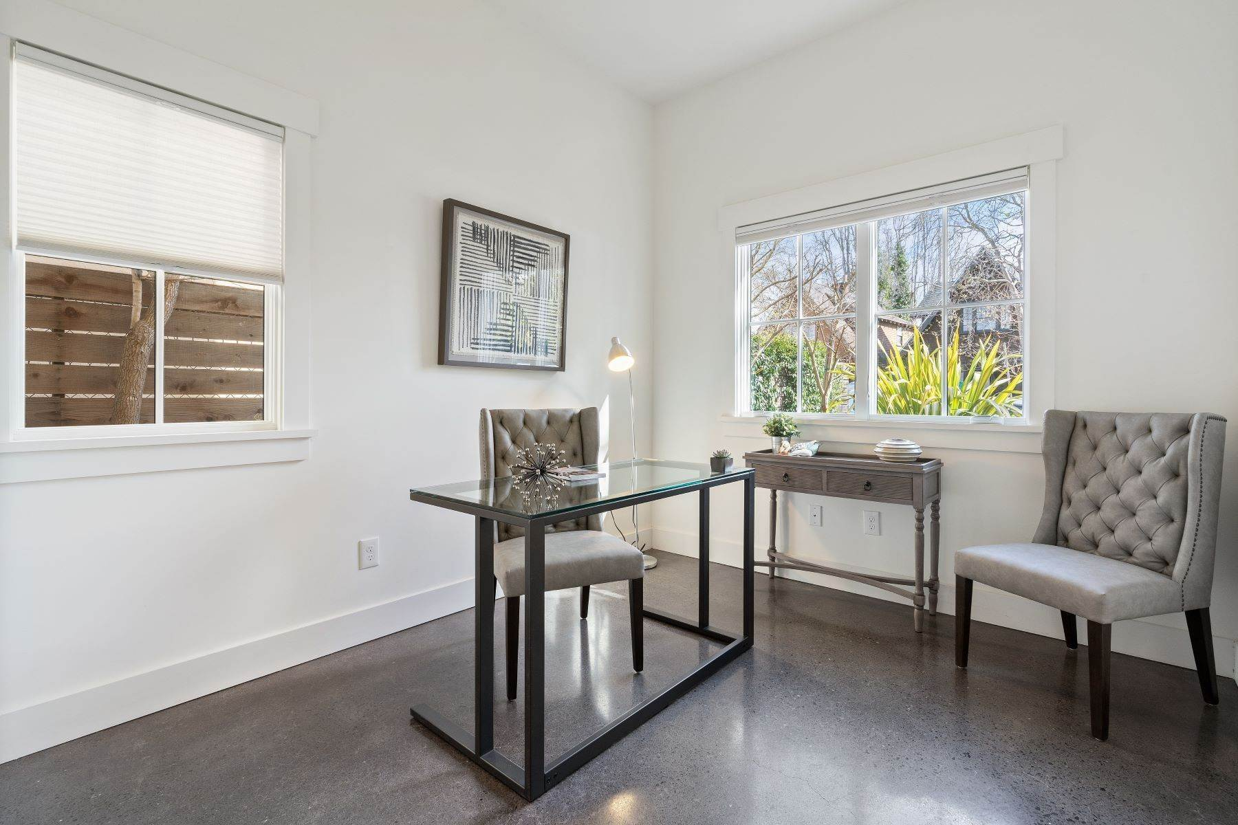 16. Single Family Homes for Sale at Modern Meets Comfort 888 59th Street Oakland, California 94608 United States