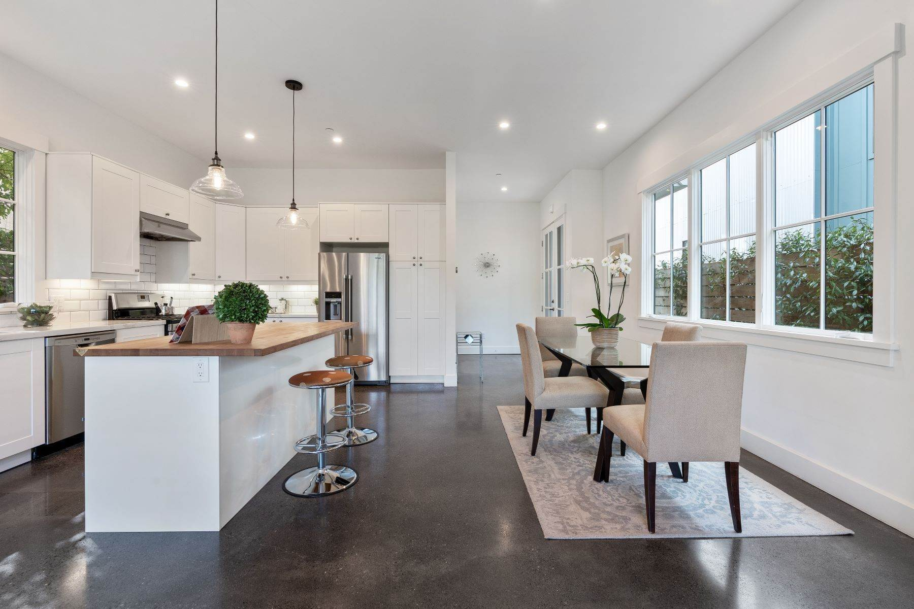 11. Single Family Homes for Sale at Modern Meets Comfort 888 59th Street Oakland, California 94608 United States