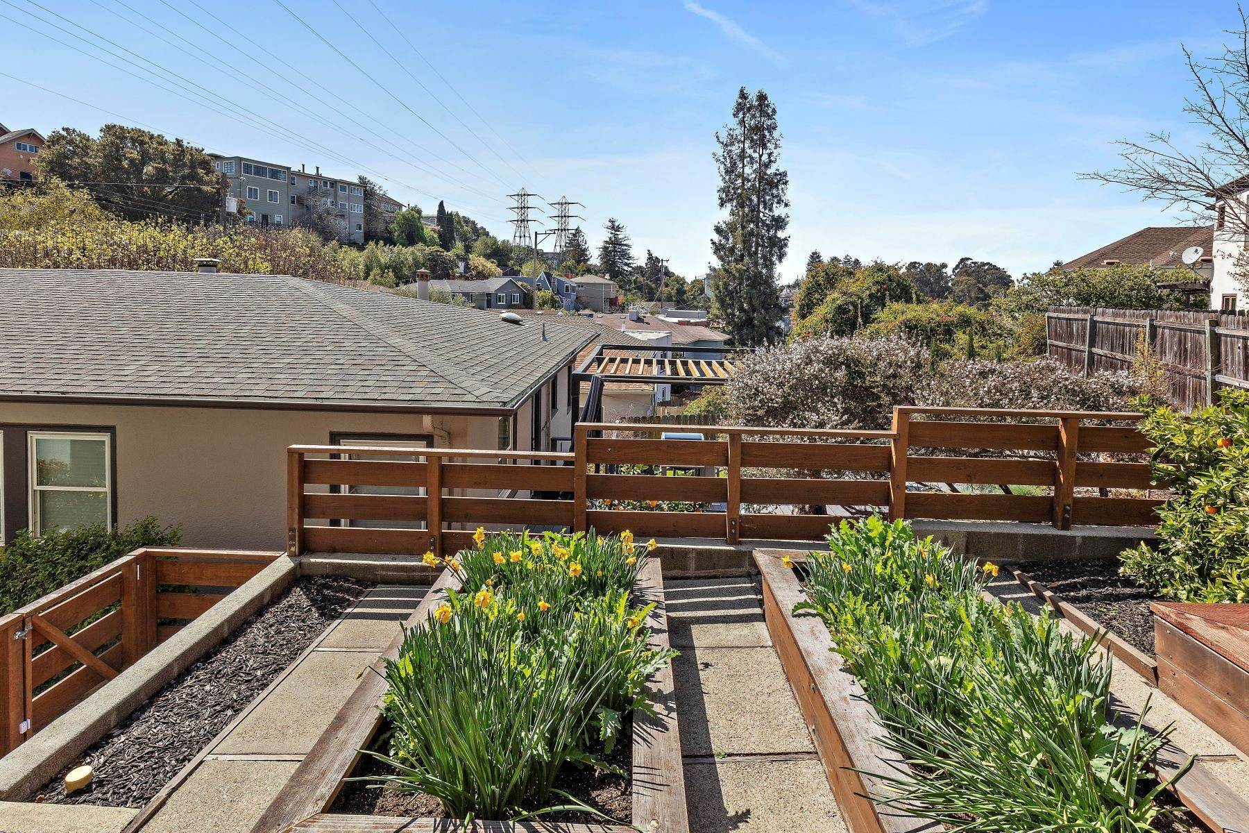 21. Single Family Homes for Sale at Inviting Crocker Highlands Craftsman 1338 Bates Road Oakland, California 94610 United States