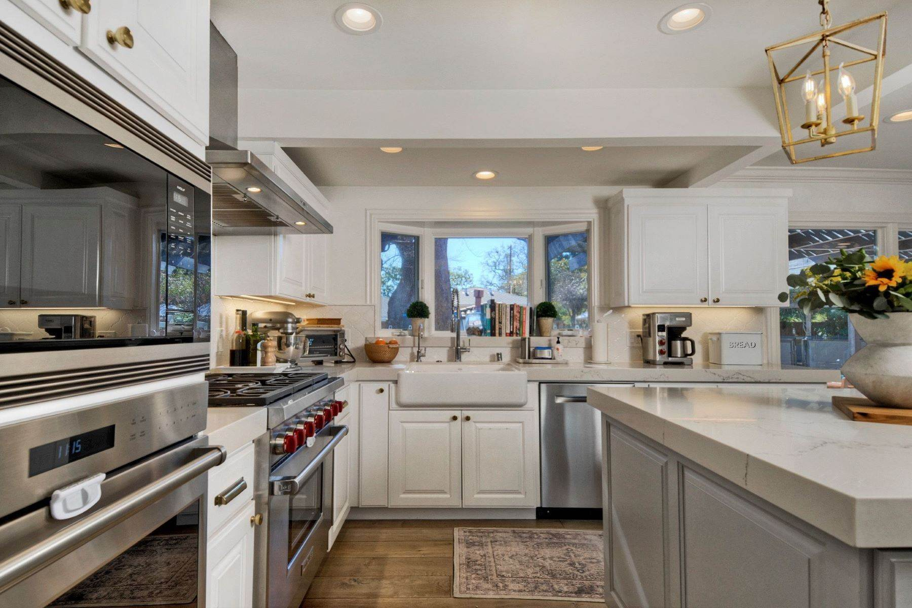 14. Single Family Homes for Sale at Spectacular Ranch Style Home in Prestigious Redwood City Neighborhood 861 Edgewood Road Redwood City, California 94062 United States