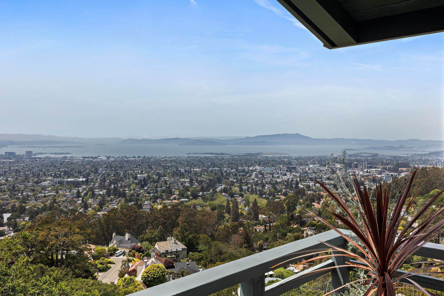 16. Single Family Homes for Sale at Architecturally Designed Home with Sweeping Bay Views 357 Gravatt Drive Berkeley, California 94705 United States