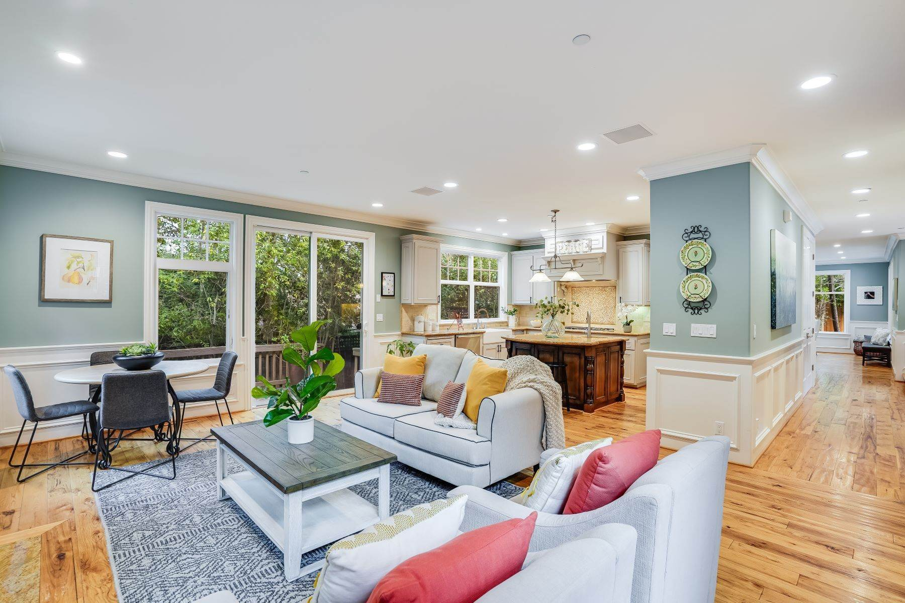 22. Single Family Homes for Sale at Exquisite Home in Excellent San Carlos Location 38 Pine Avenue San Carlos, California 94070 United States