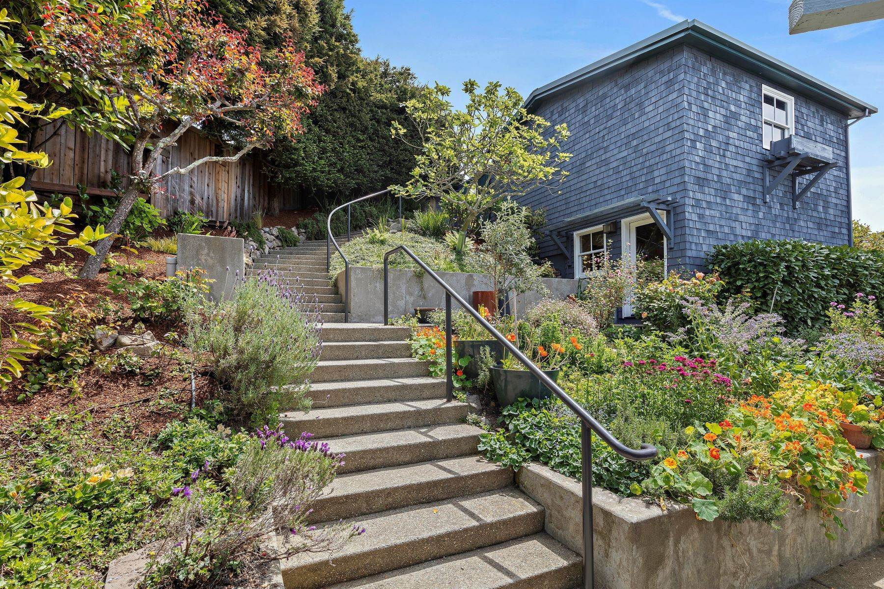 33. Single Family Homes for Sale at Architecturally Designed Home with Sweeping Bay Views 357 Gravatt Drive Berkeley, California 94705 United States